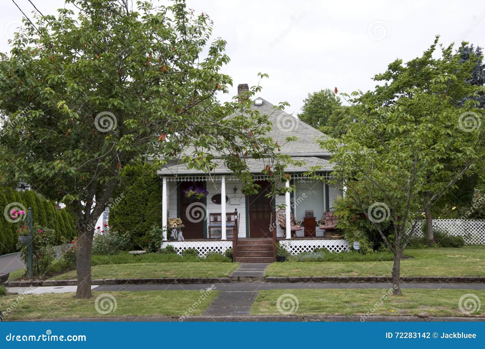 Download Старый дом Америка стоковое фото. изображение насчитывающей район - 72283142