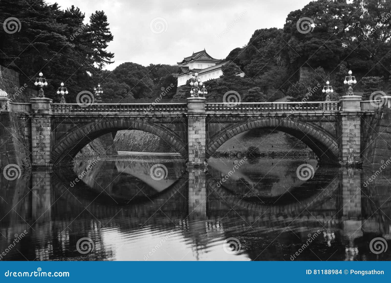 Старый разрушенный мост