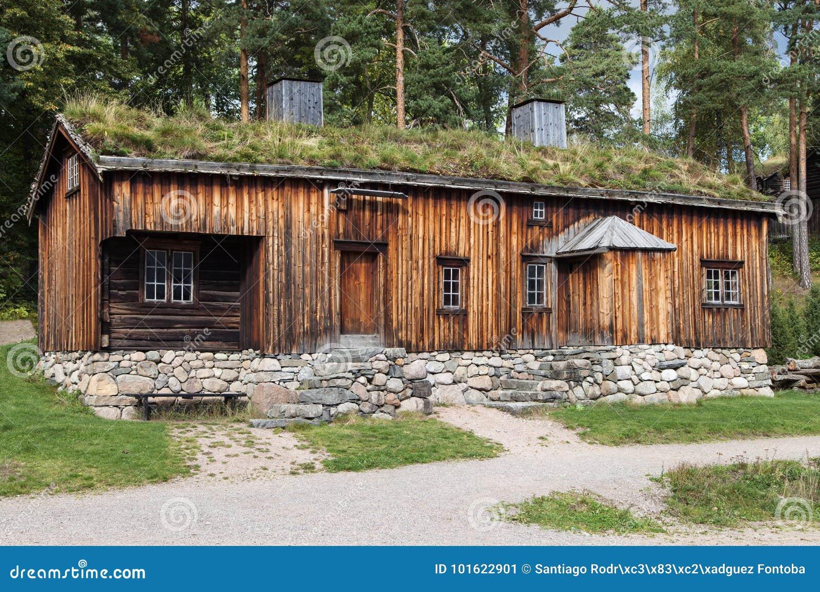 Старый сельский дом от Orlandet