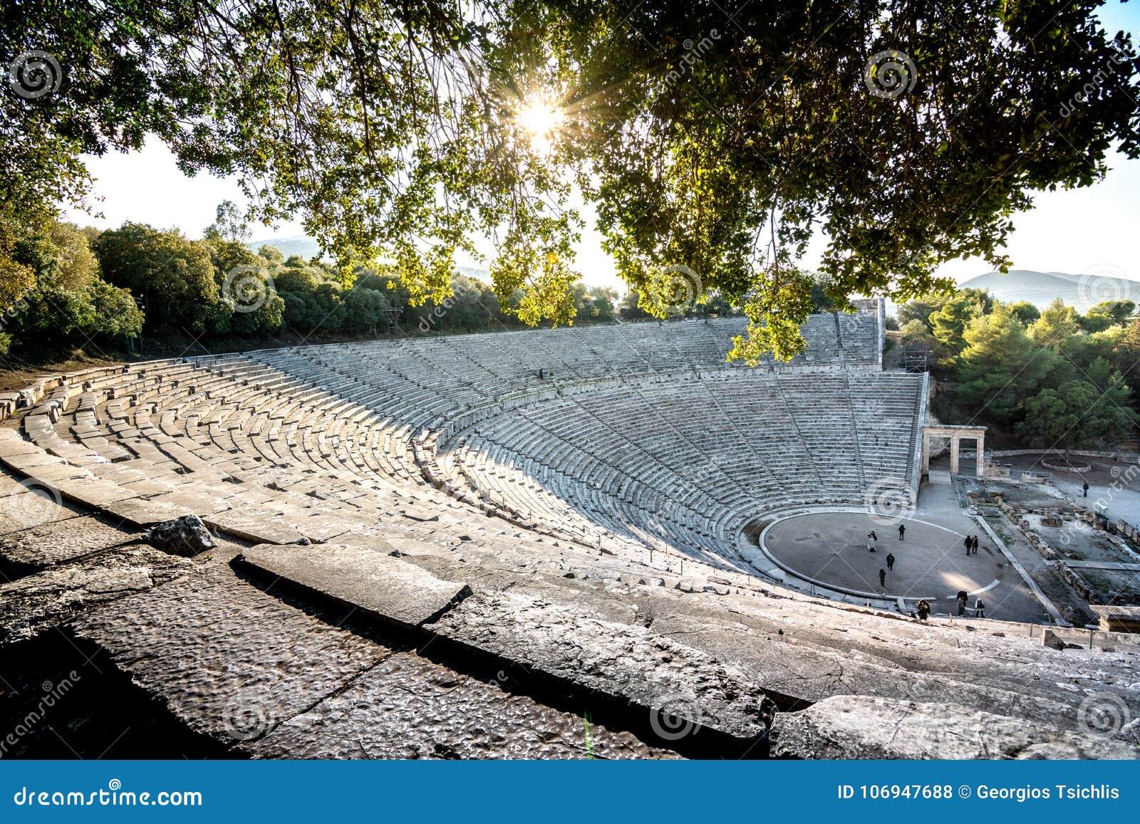 Старый театр Epidaurus или ` Epidavros `, префектуры Argolida, Греции
