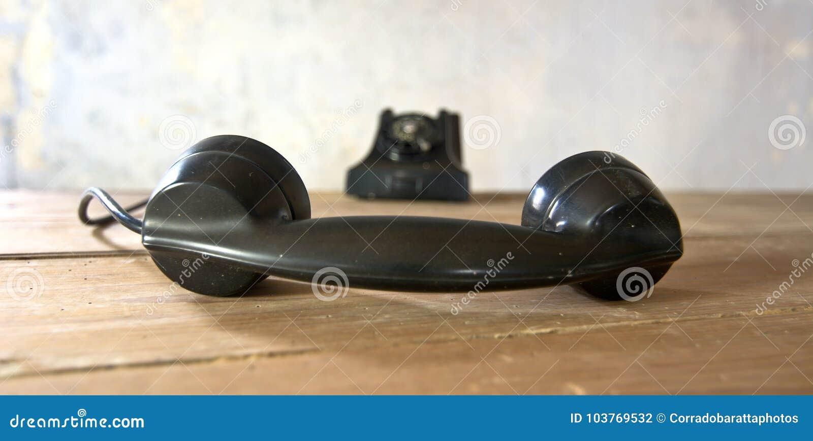 Скачать рингтоны на звонок старый телефон.