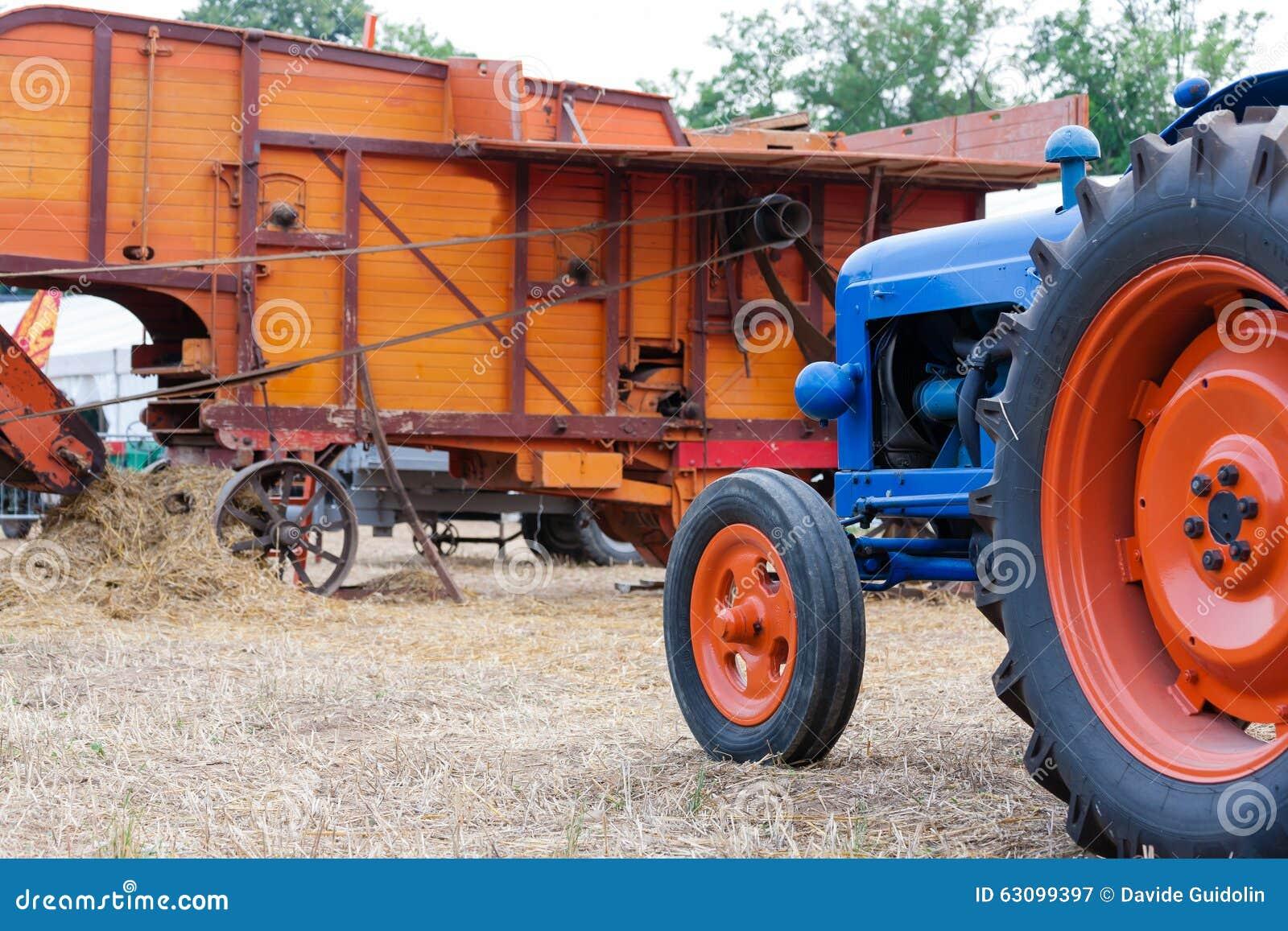 Старый трактор
