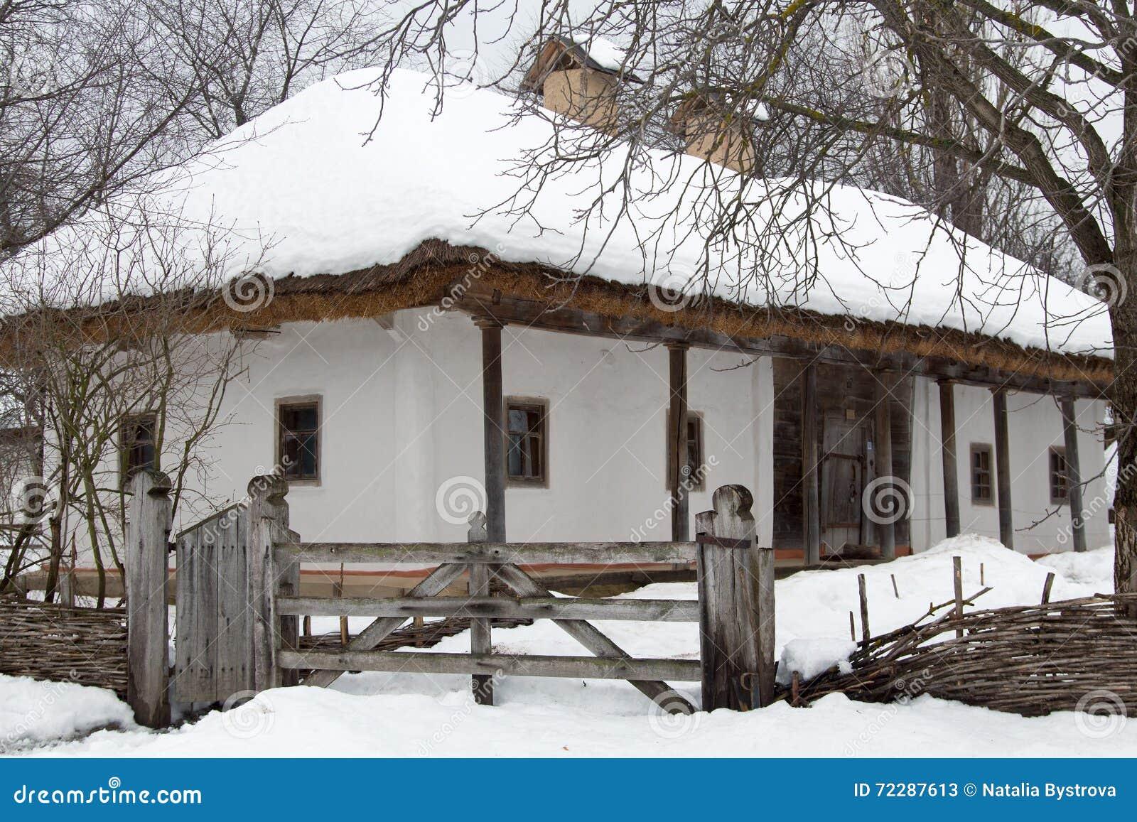 Download Старый украинский дом в зимнем времени Стоковое Изображение - изображение насчитывающей сельско, wintertime: 72287613