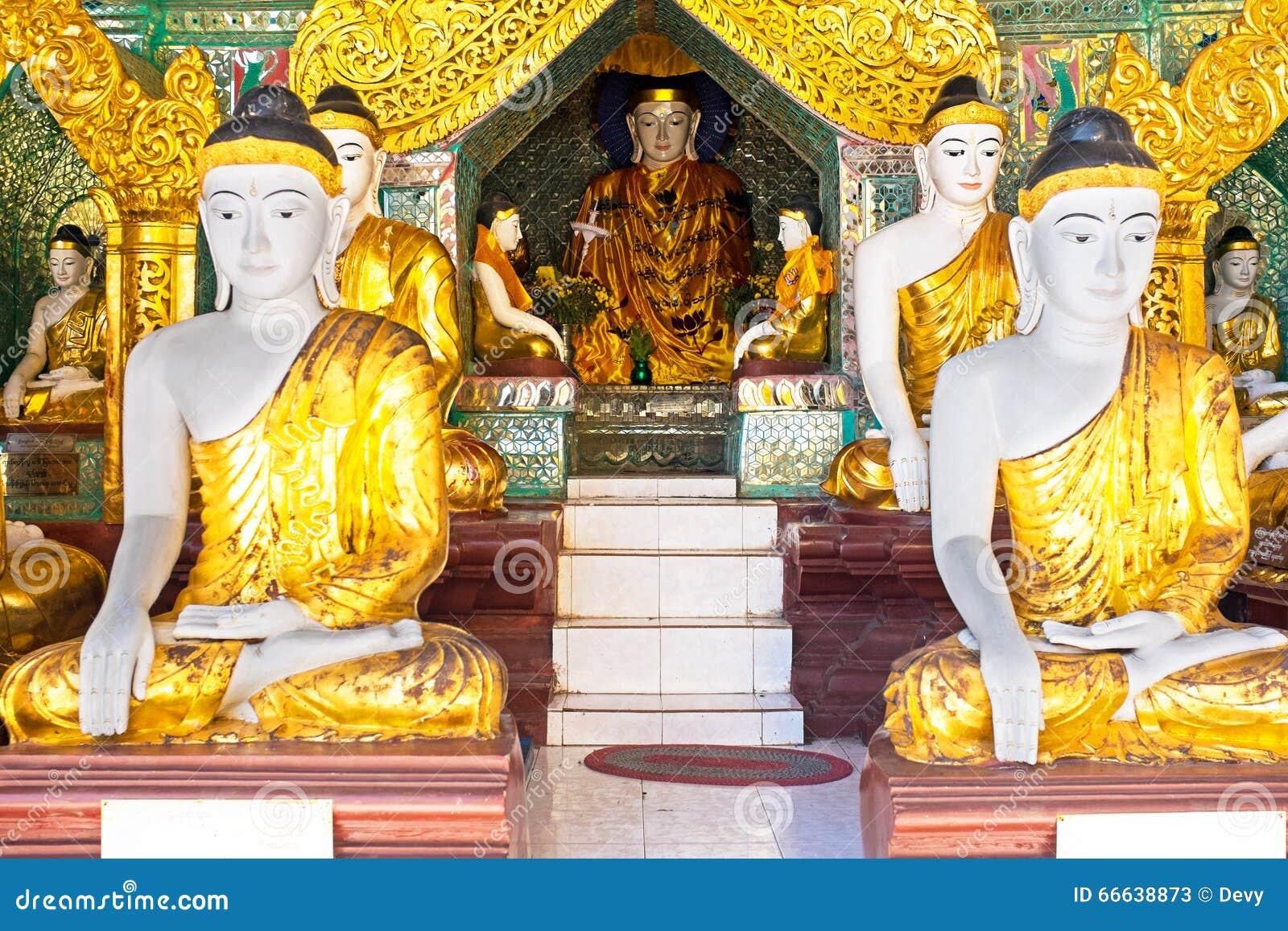 Статуи Будды в pagode Shwedagon в Янгоне Мьянме