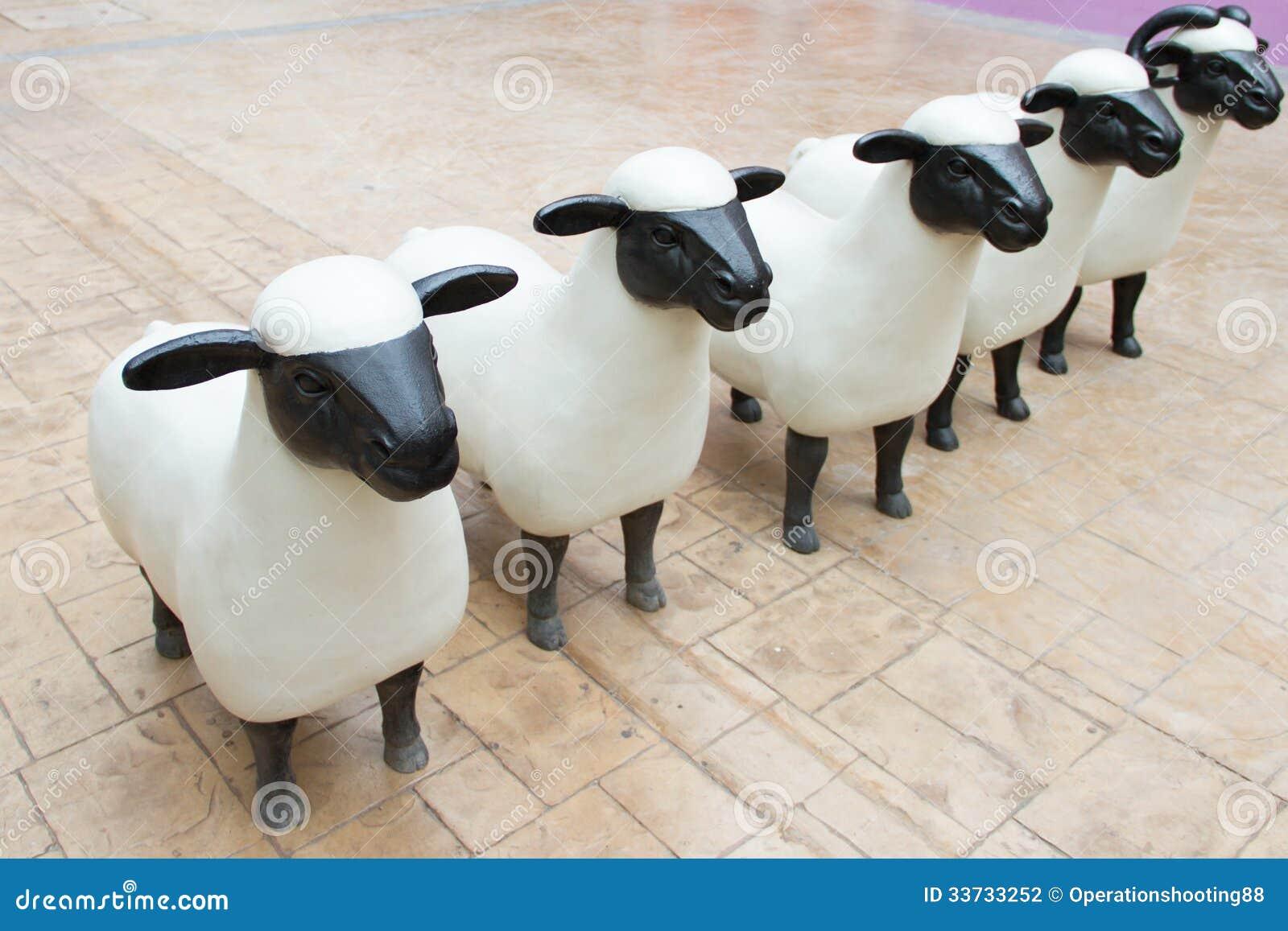 Статуи овец