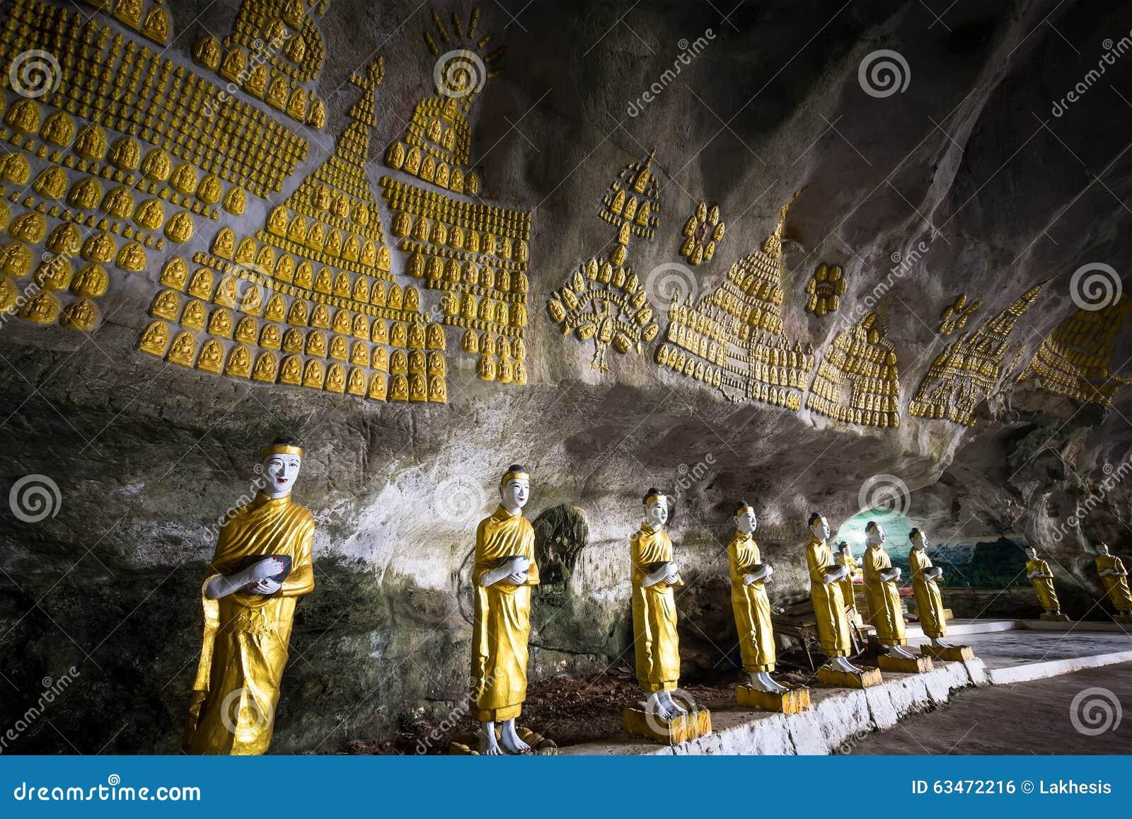 Статуи Buddhas и религиозный высекать на пещере греха Sadan минимальной Hpa