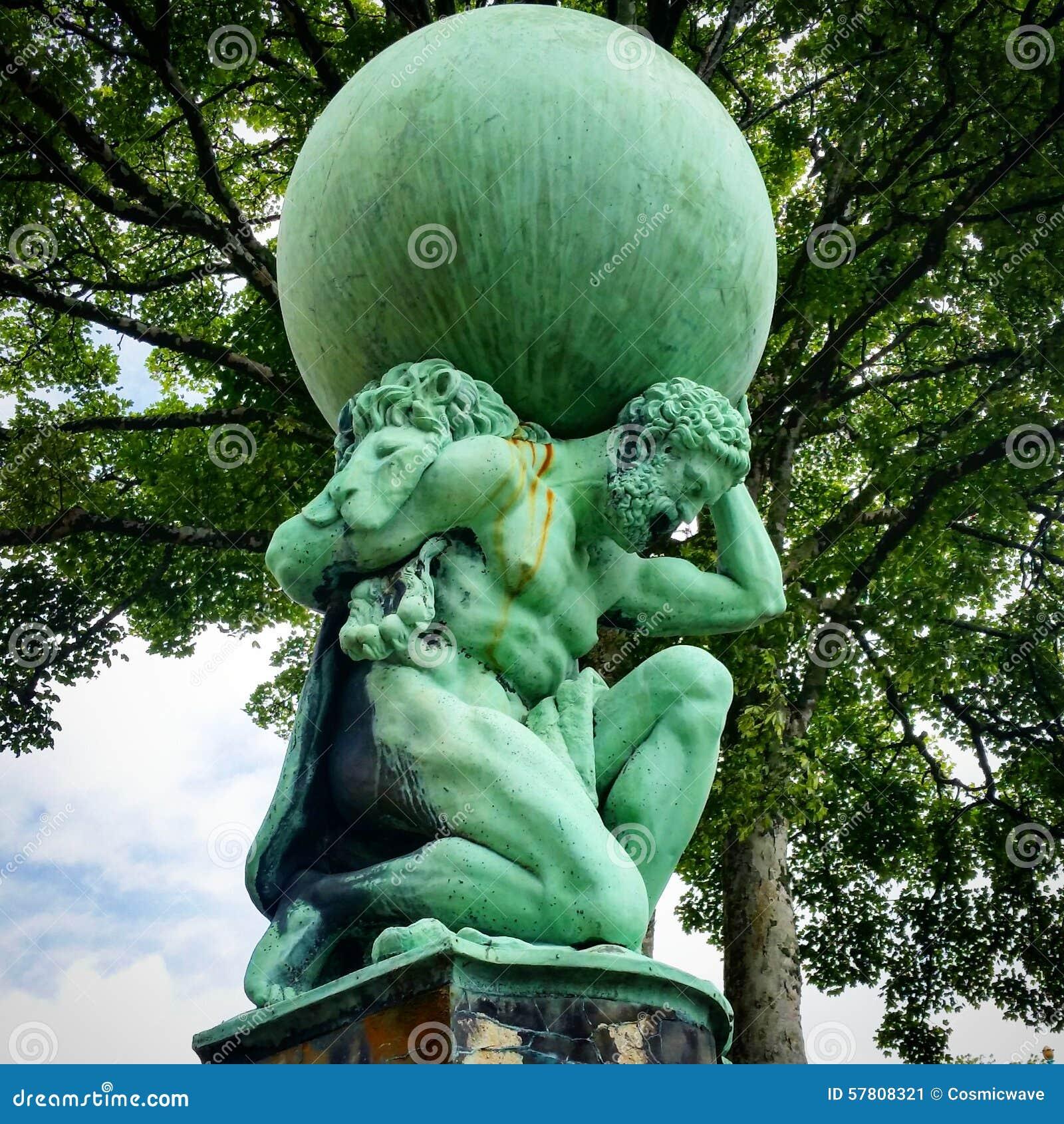 Статуя атласа Portmeirion