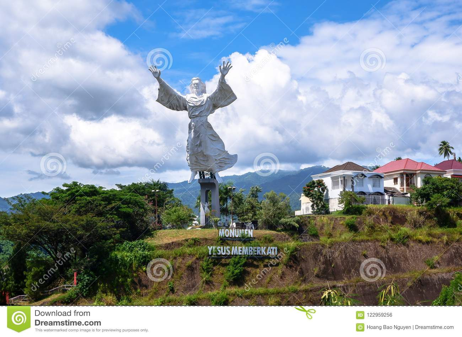 Статуя благословения Христоса в Manado, северном Сулавеси