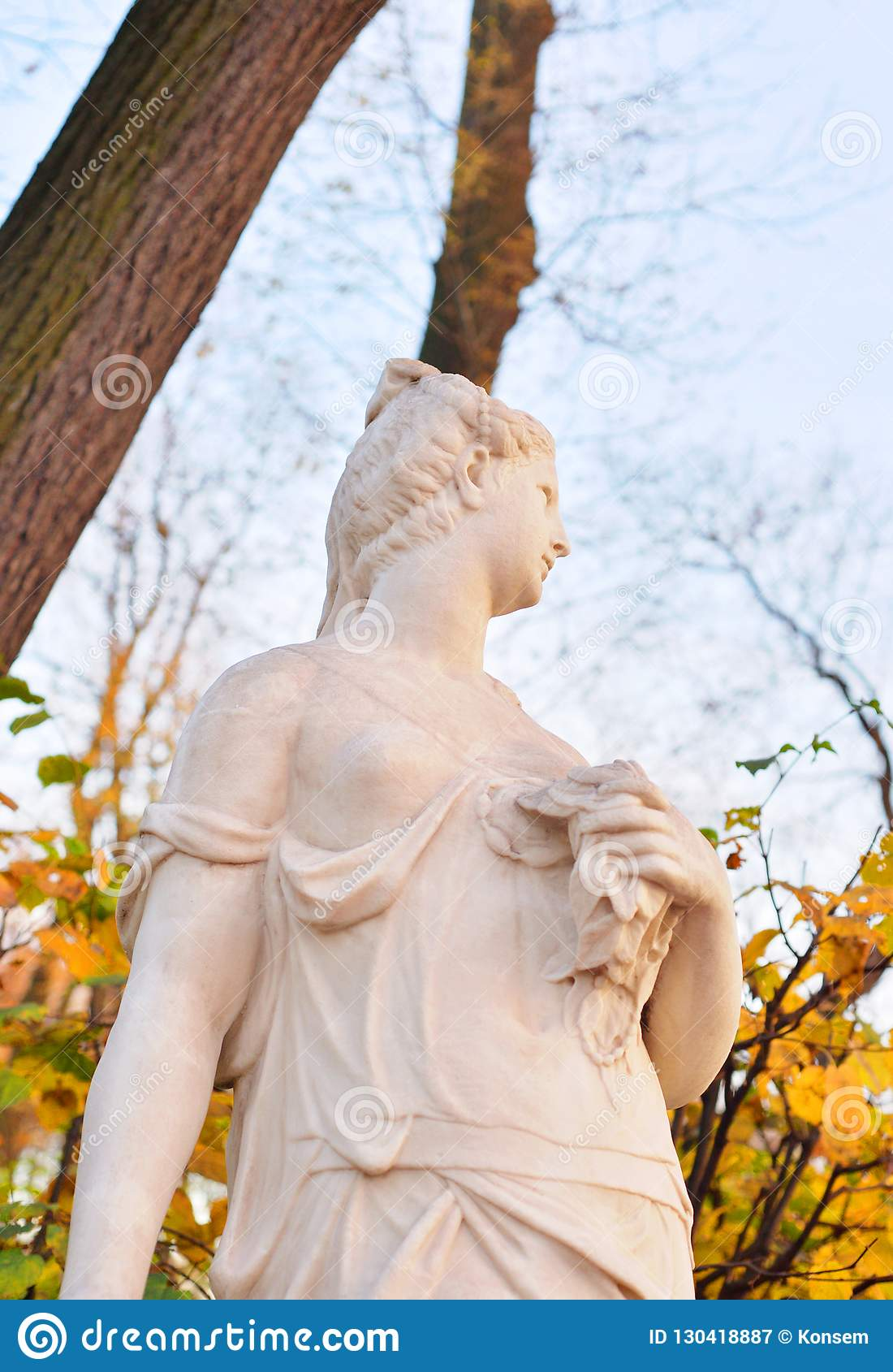 Скульптура немезида древнегреческая богиня возмездия