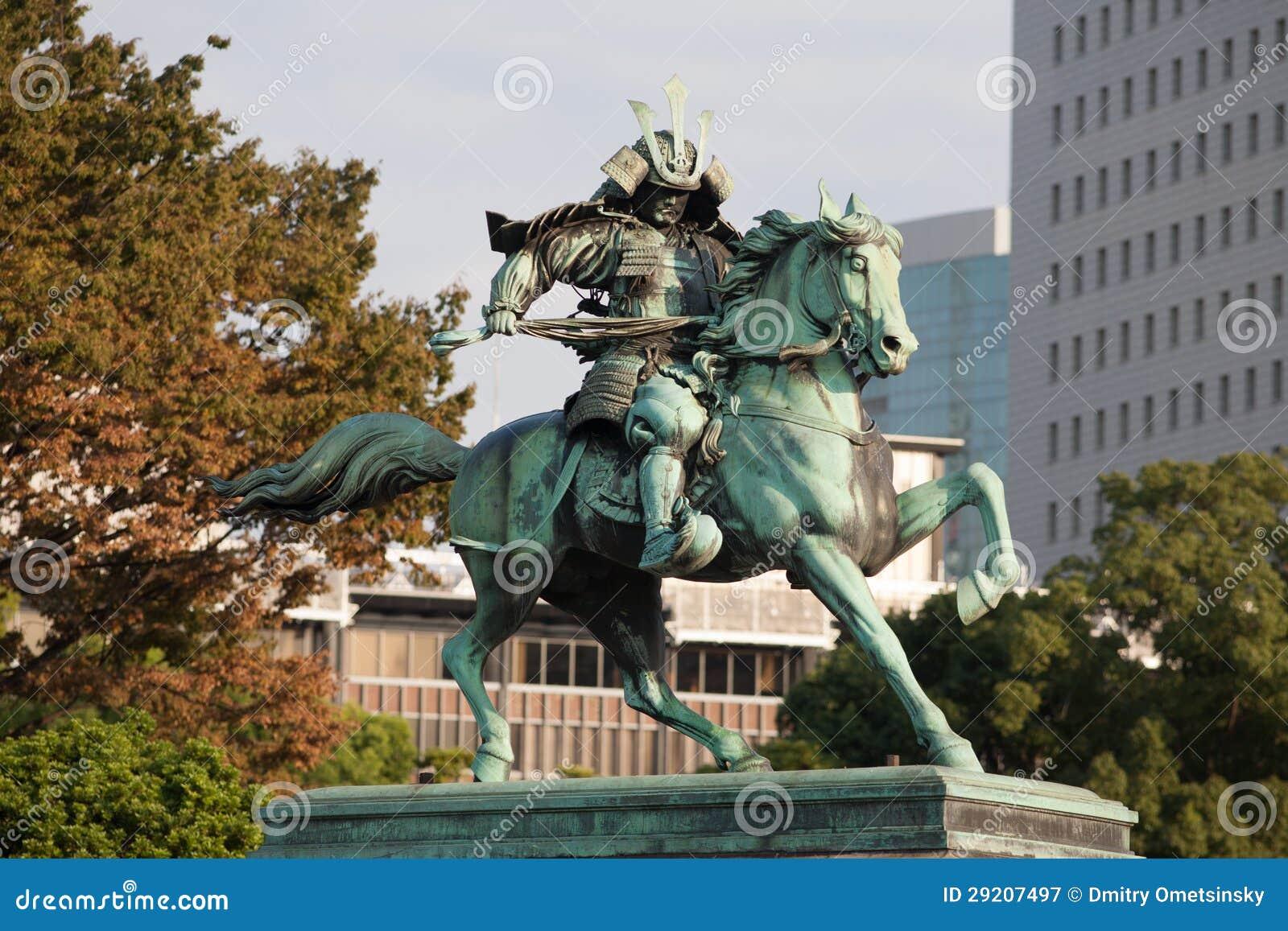 Статуя больших самураев Kusunoki Masashige