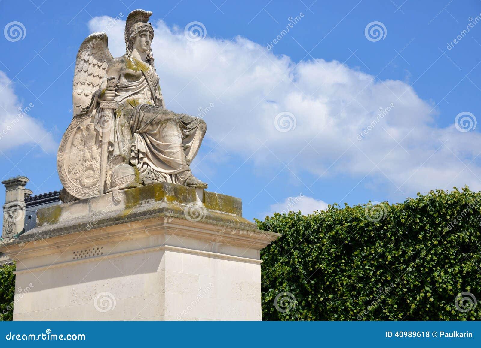 Статуя в Tuileries