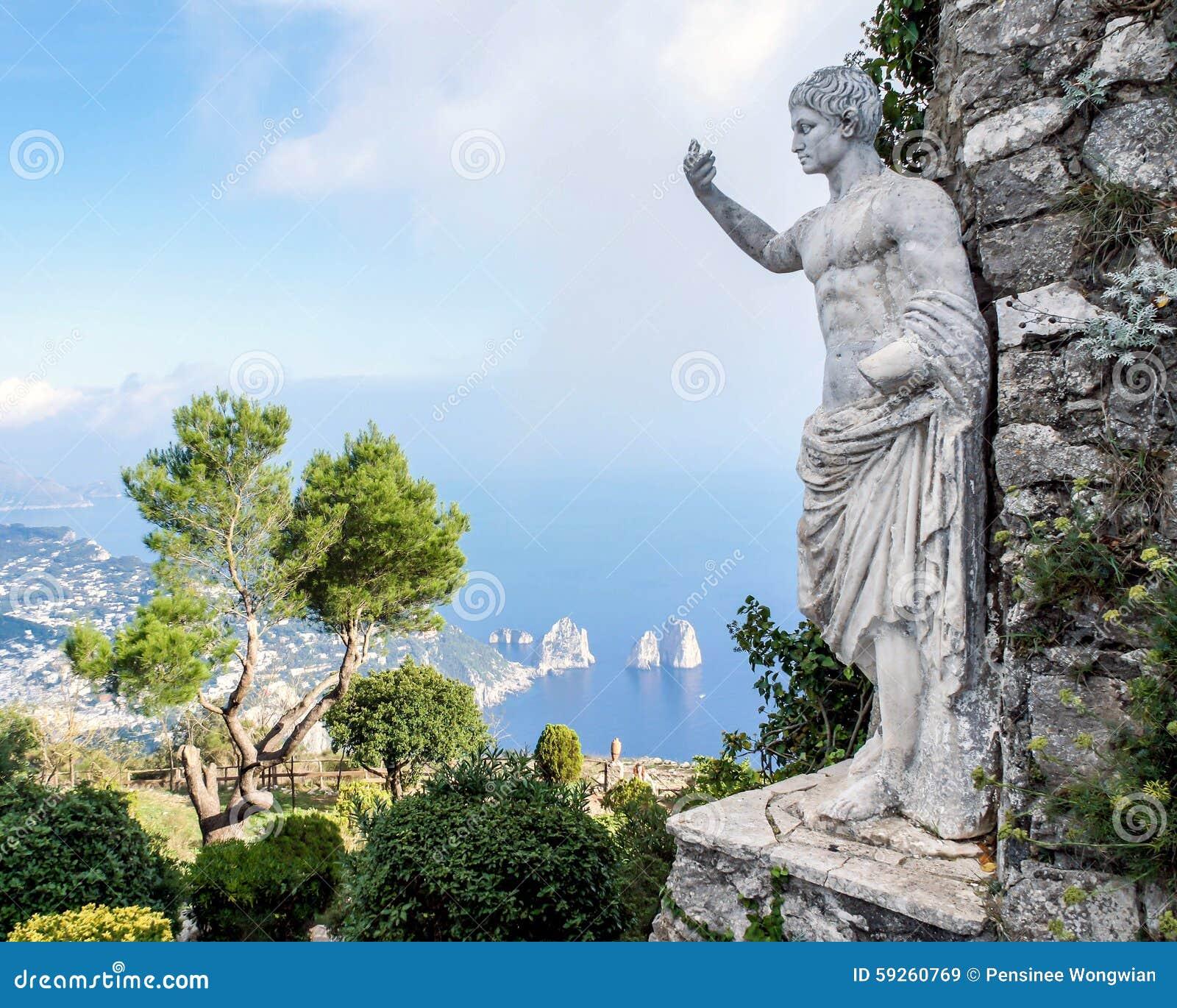 Статуя императора Augustus