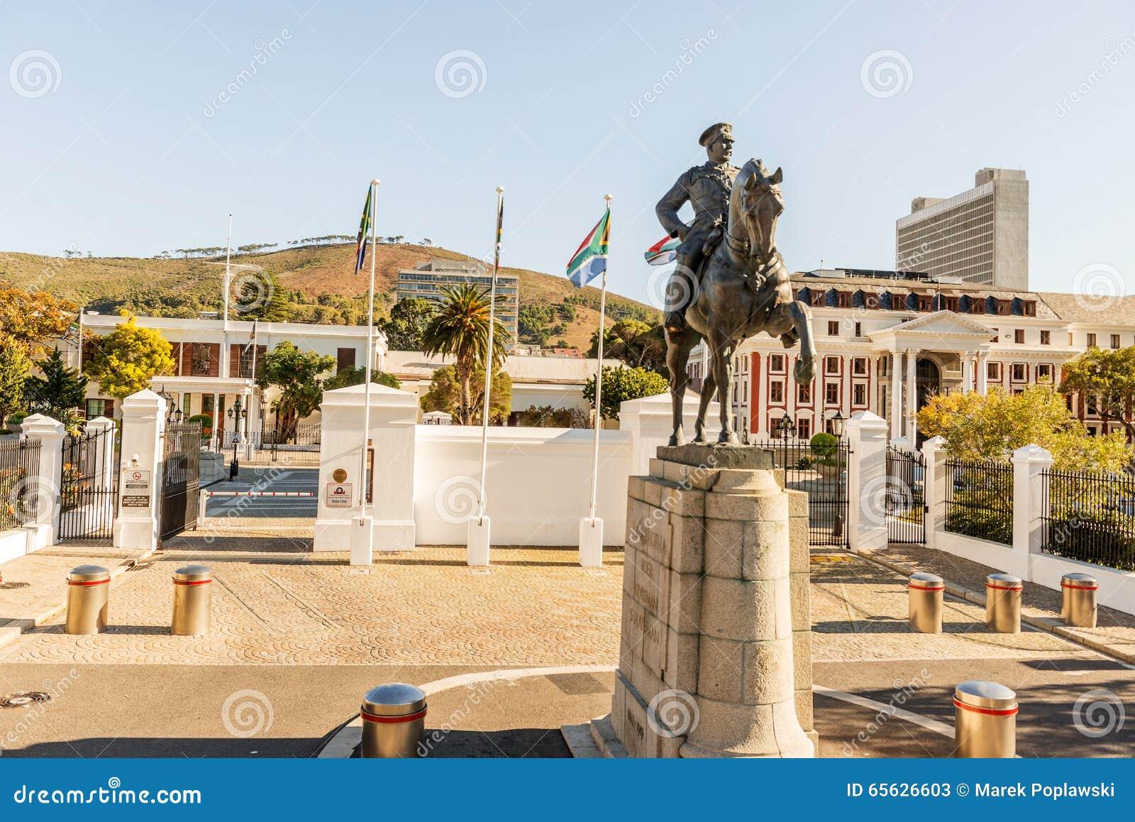 Статуя Луис Botha перед южно-африканским парламентом b