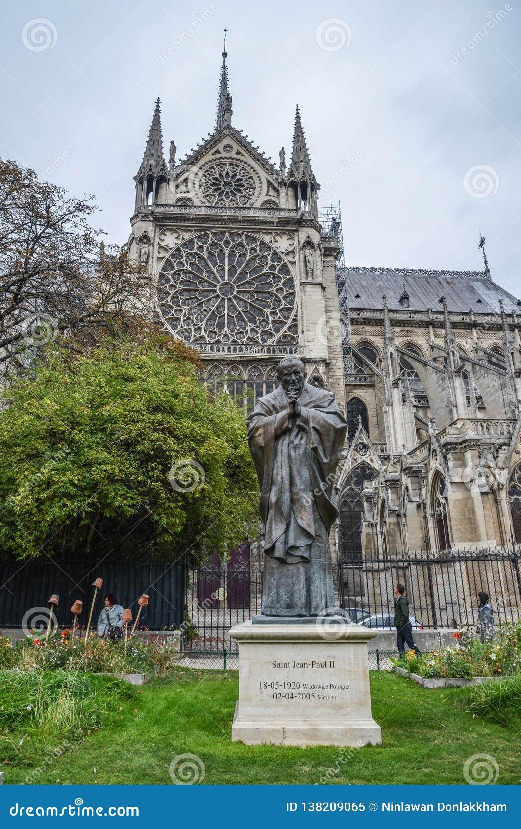 Статуя Папы Жан Поля Святого II