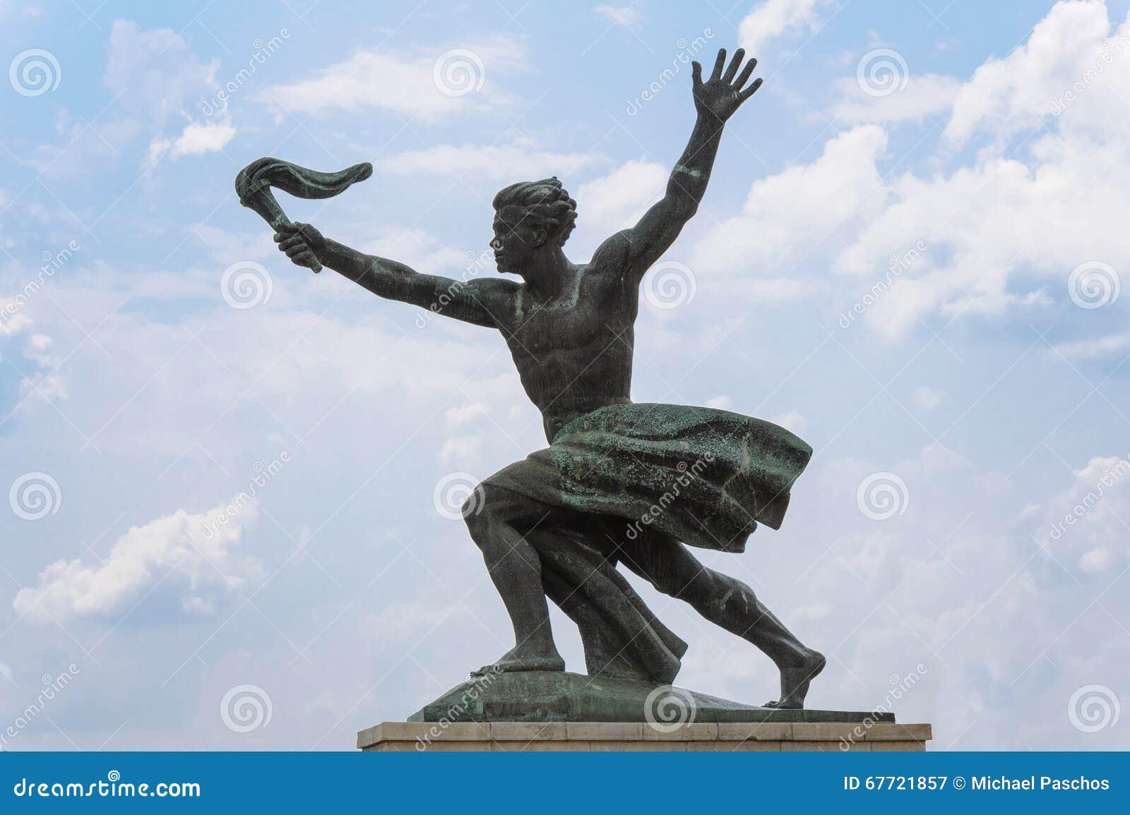 Статуя подателя факела