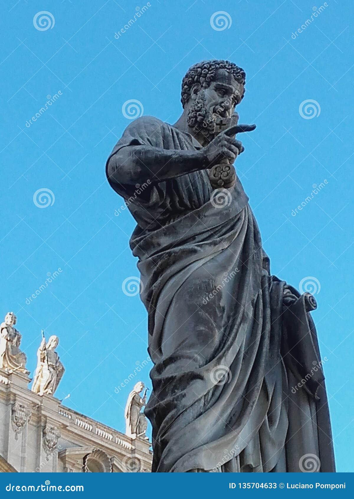 статуя Рима