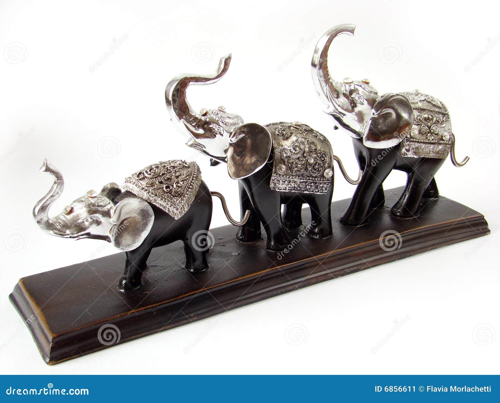 статуя слонов