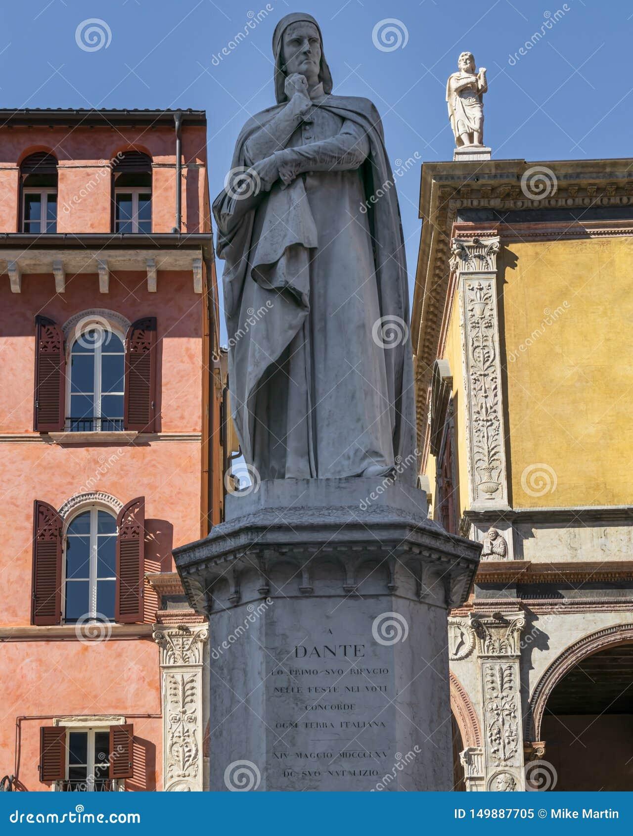 Статуя Dante в Вероне