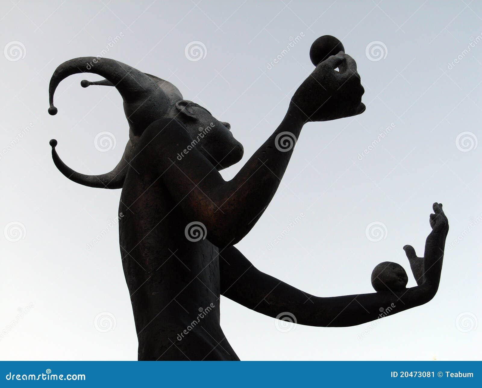 статуя jester жонглируя