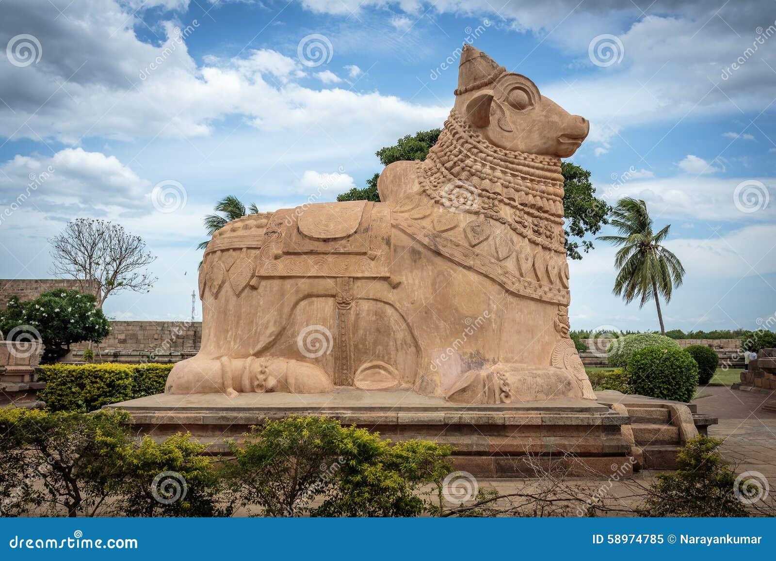 Статуя Nandi (Bull) в старом индусском виске