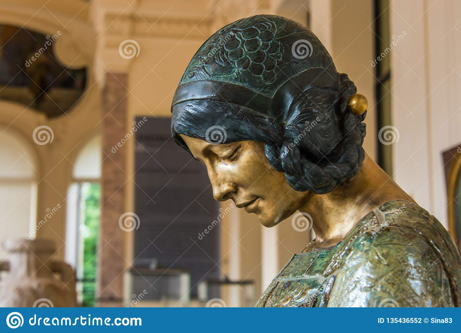Статуя Nouveau искусства портрета женщины