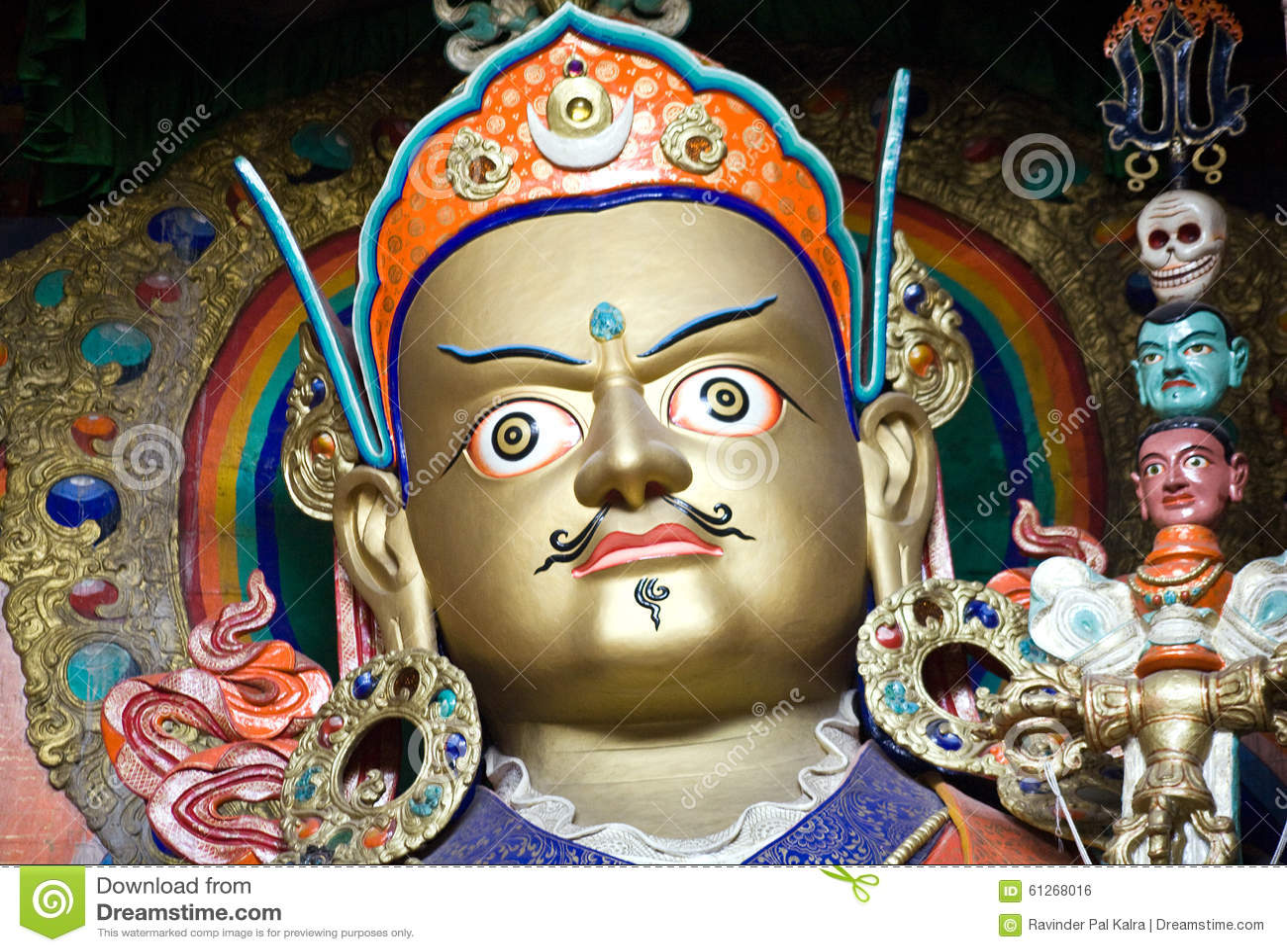 Статуя Padmasambhava на монастыре Hemis, Leh-Ladakh, Индии