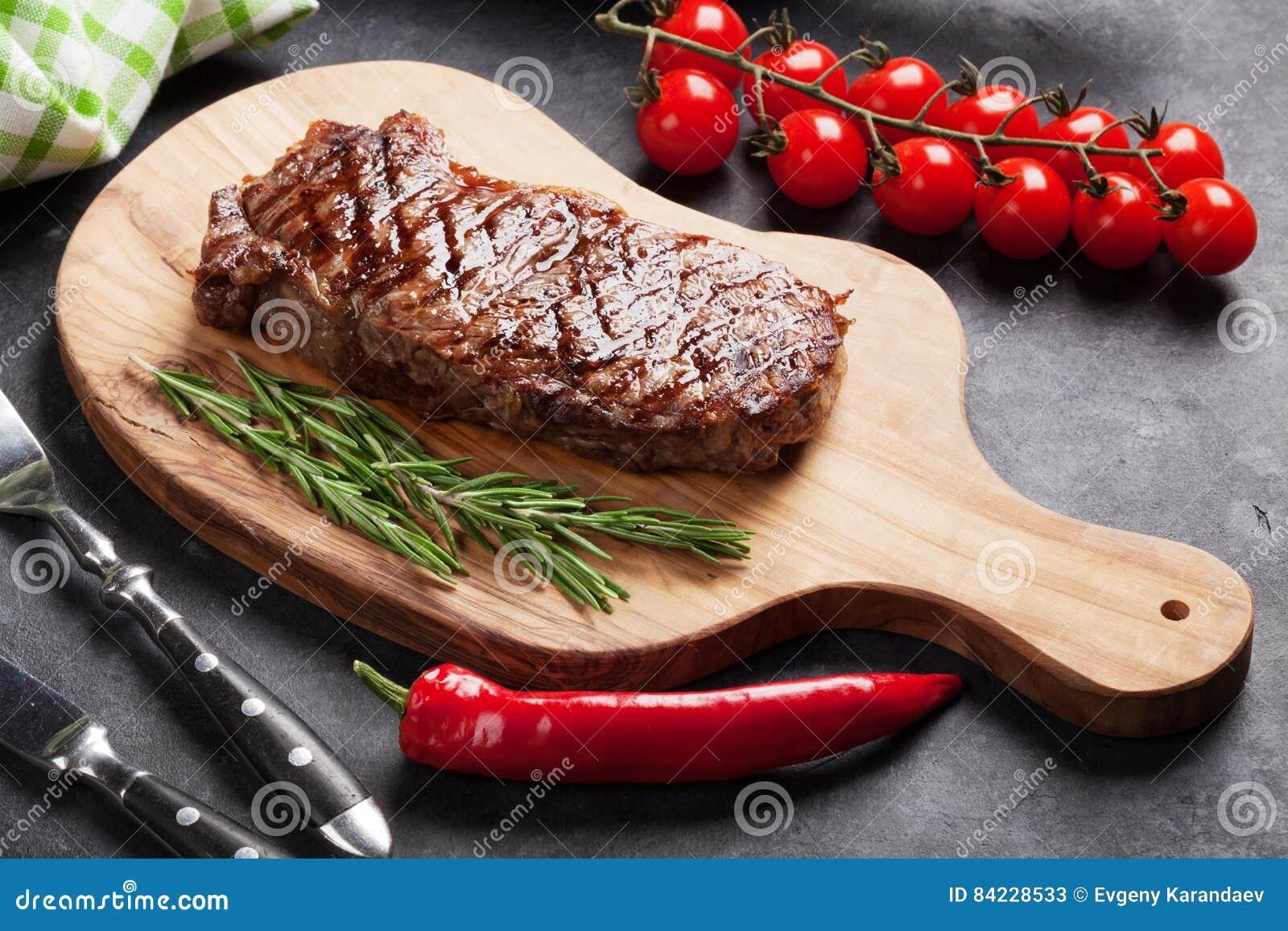 стейк зажженный говядиной
