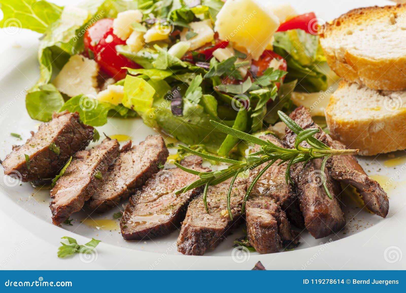 Стейк на свежем салате
