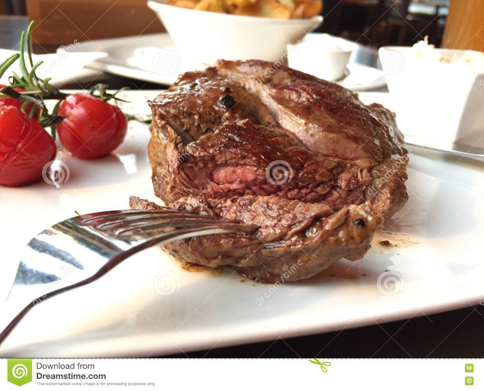 Download стейк плиты говядины стоковое фото. изображение насчитывающей еда - 72280478
