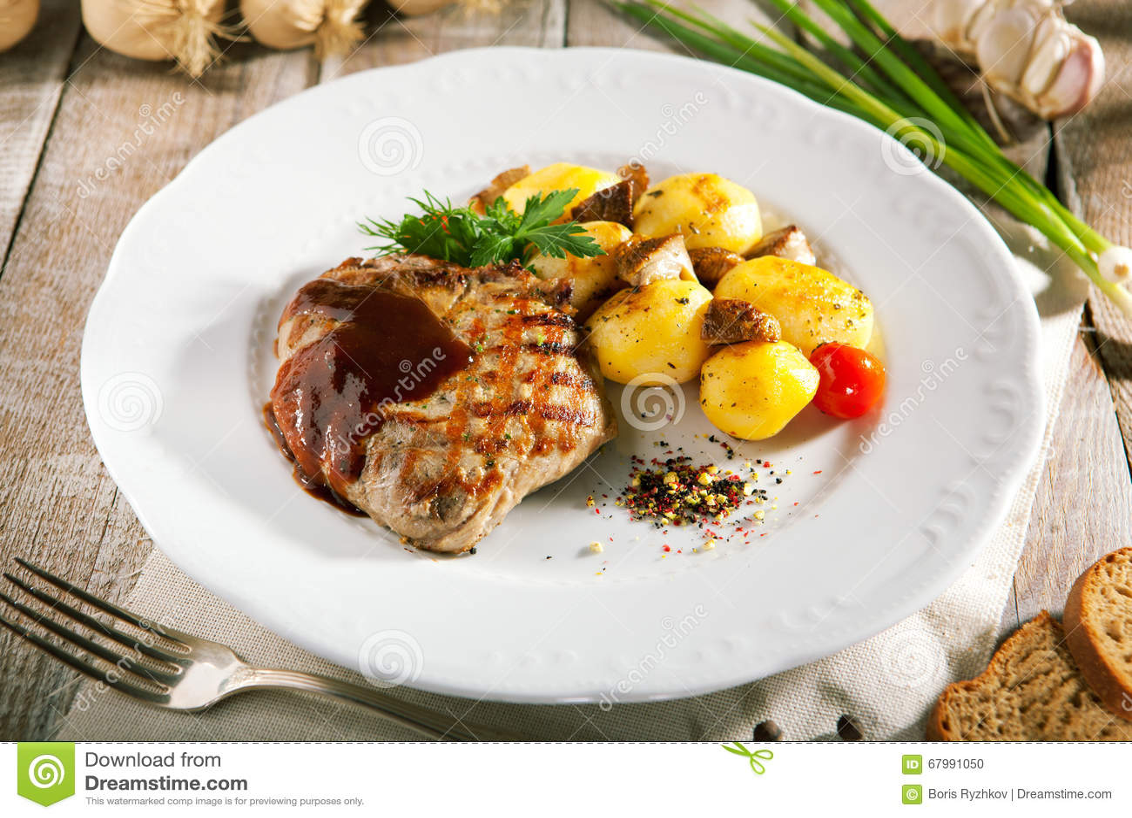 Стейки из свинины с картофелем — 3