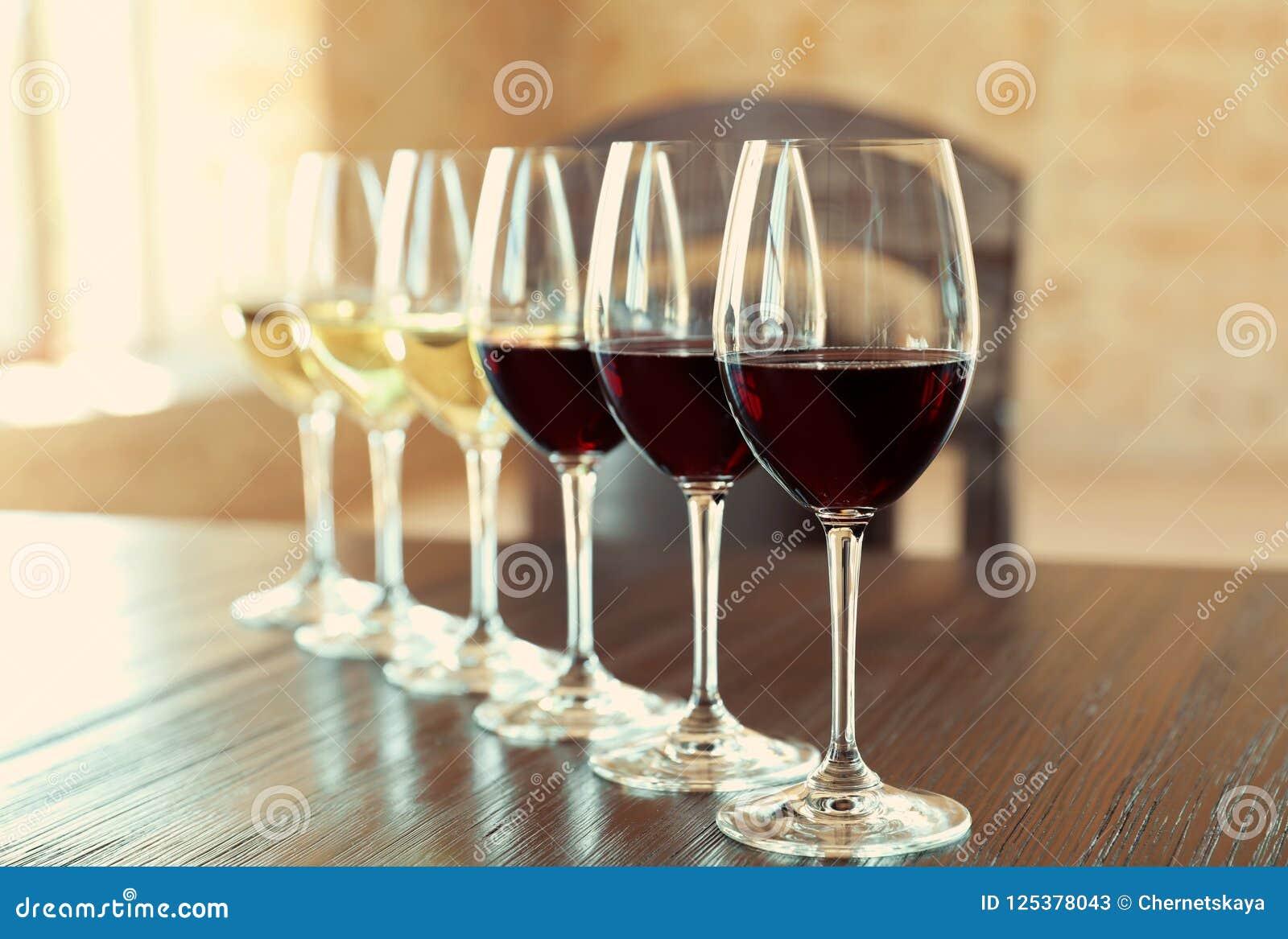 Стекла белых и красных вин