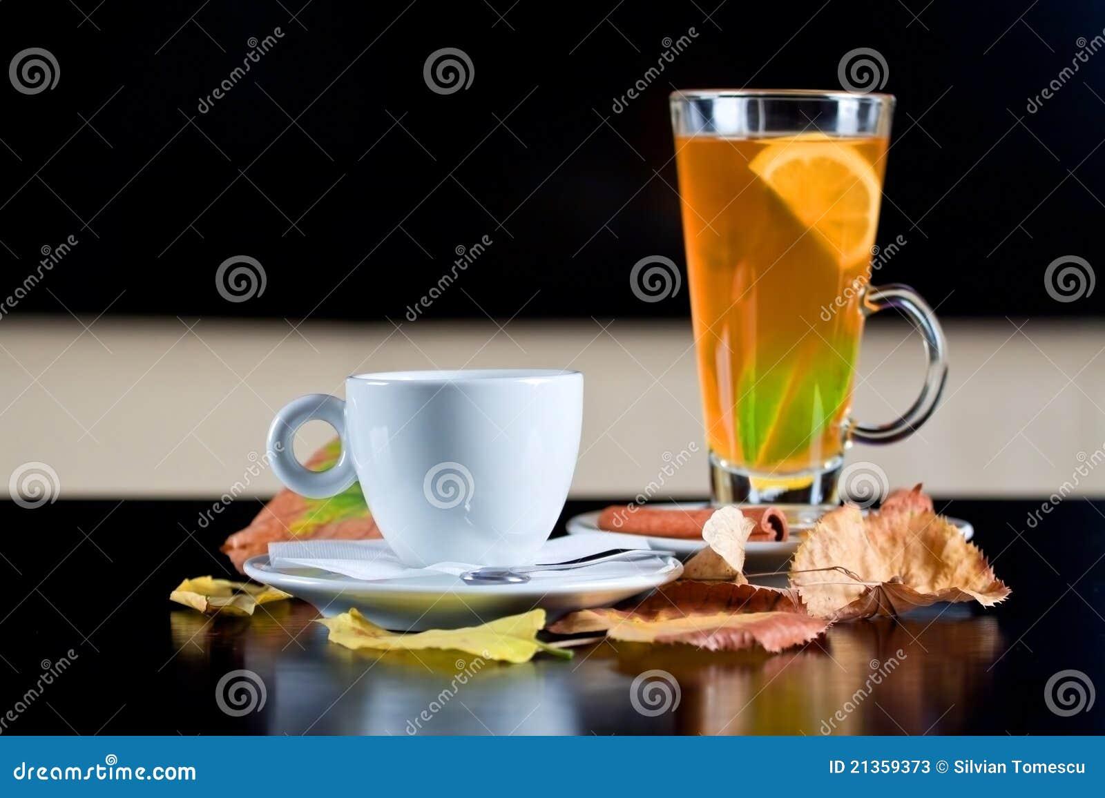 стекло кофейной чашки осени выходит следующий чай к