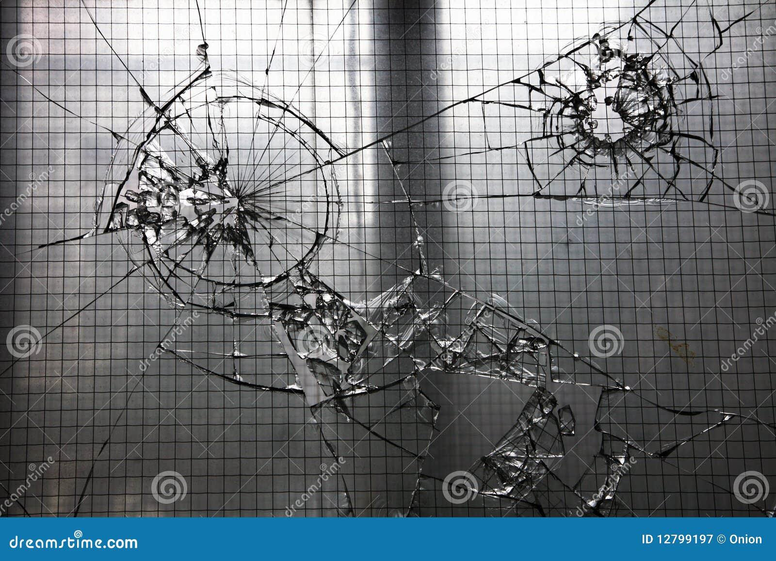 стекло разрушило окно