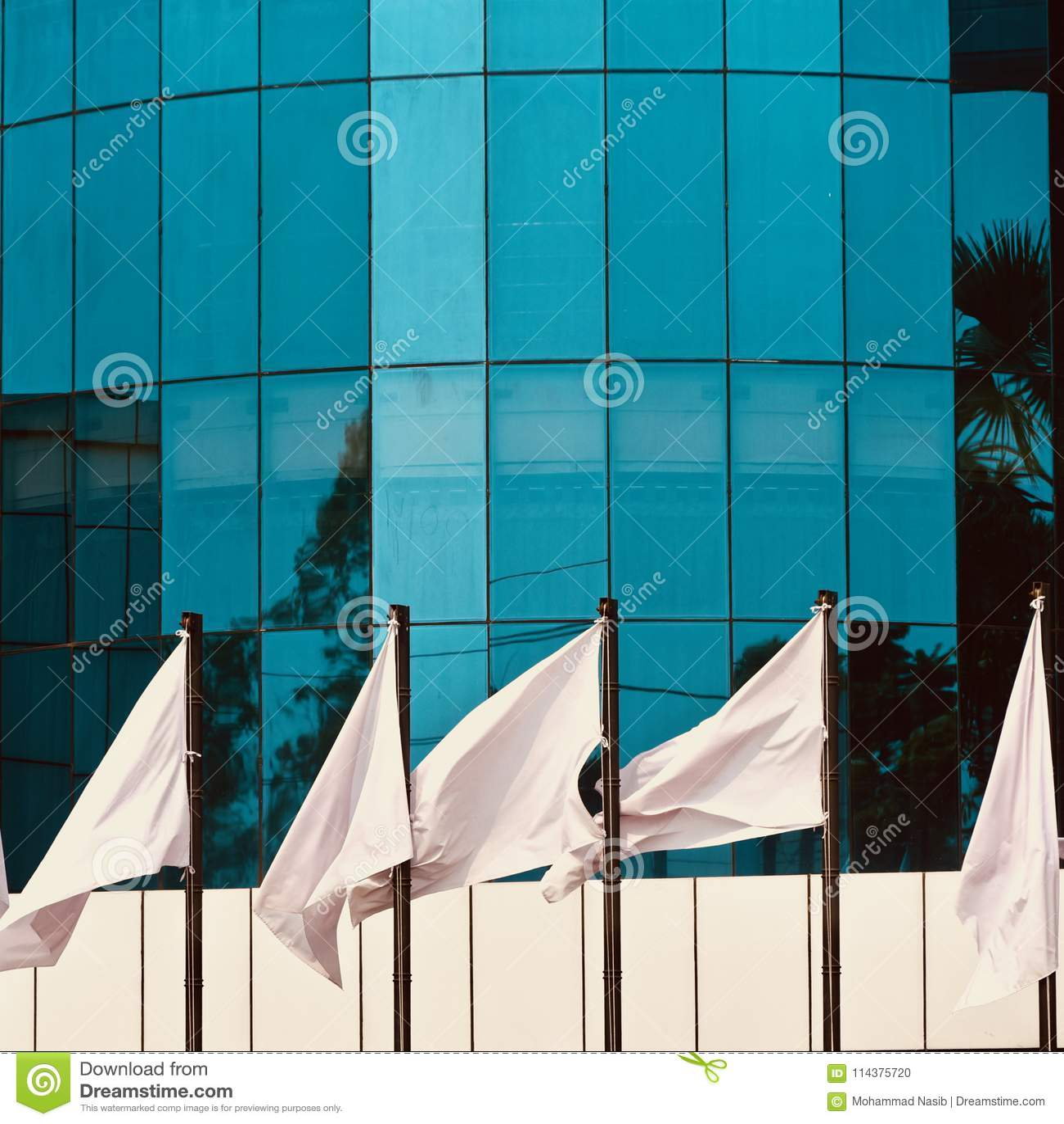 Стекло сделало внешний дизайн из современного фото запаса здания