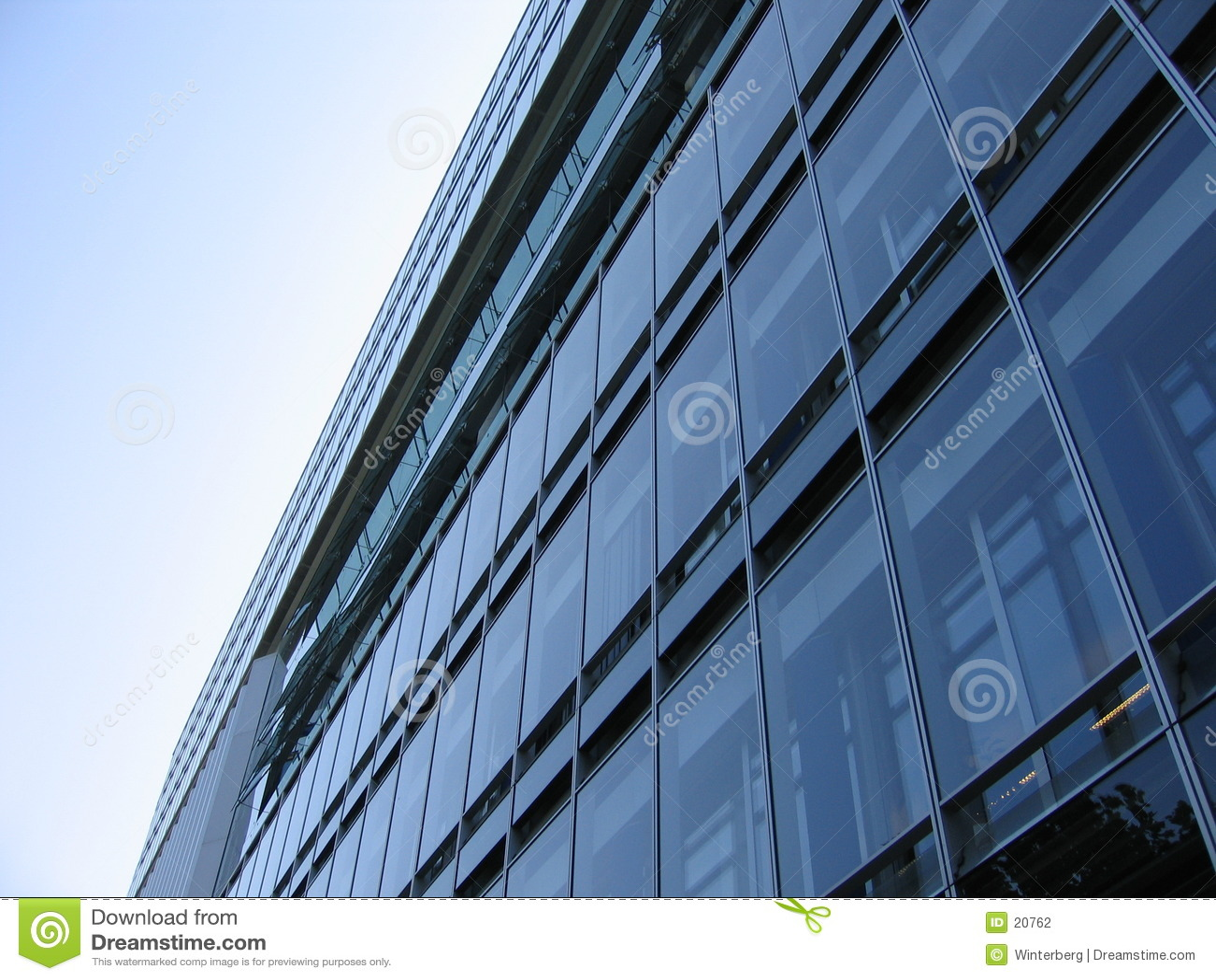 стекло фасада здания