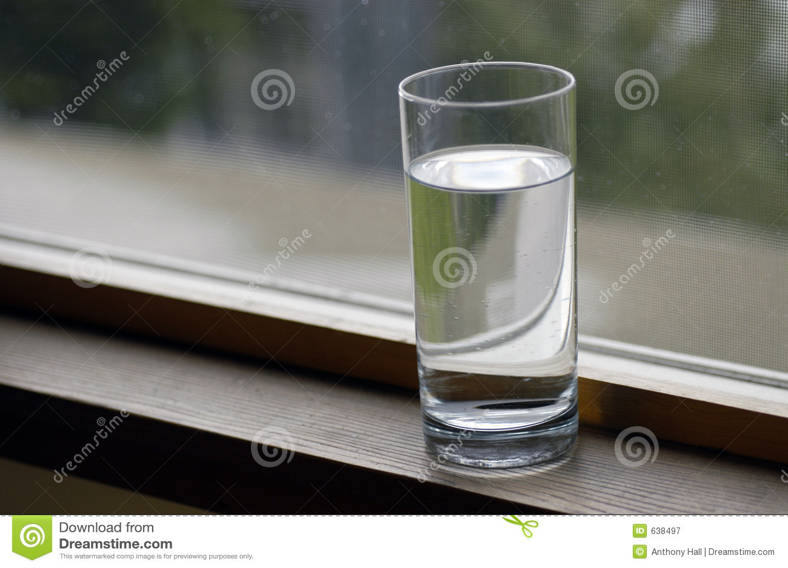 Download стеклянная вода стоковое изображение. изображение насчитывающей очищено - 638497