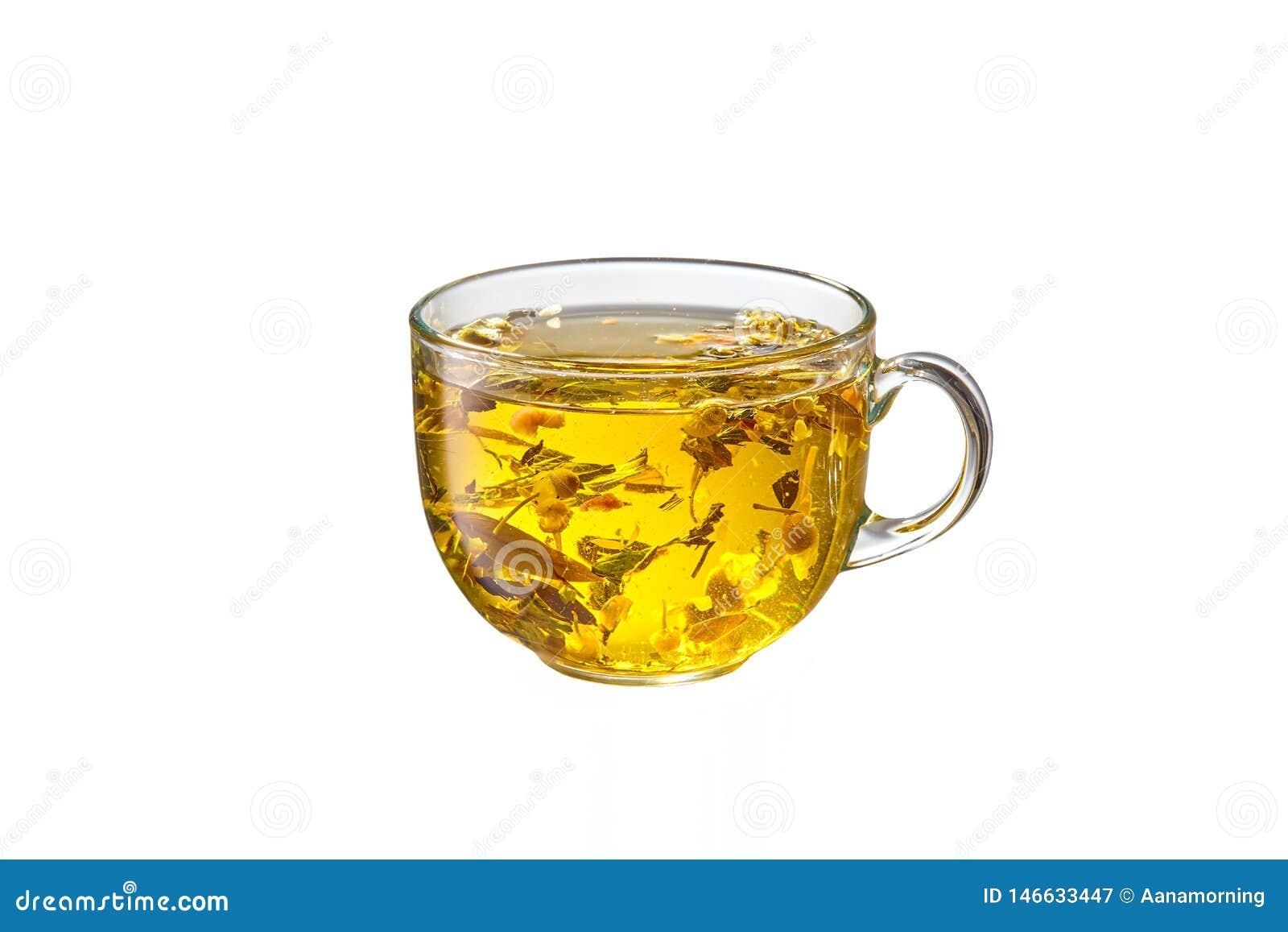 Стеклянная чашка с травяным чаем