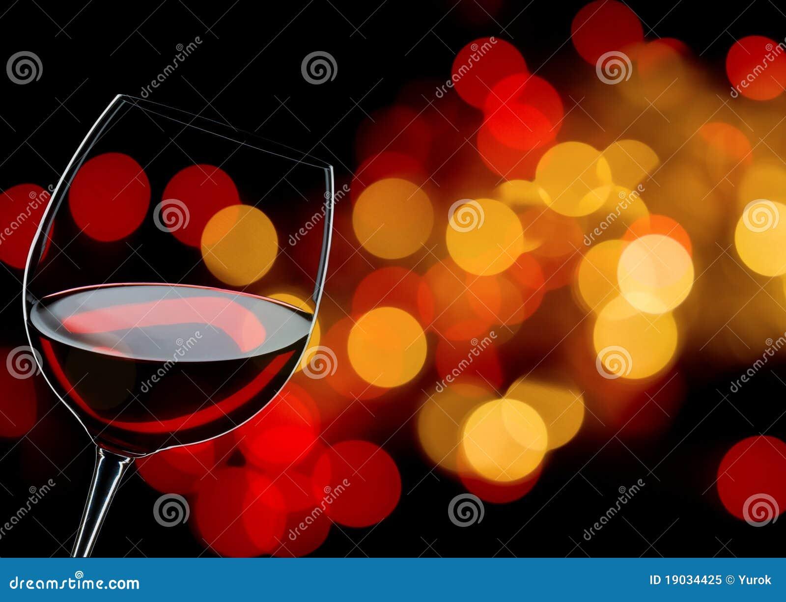 стеклянное красное вино