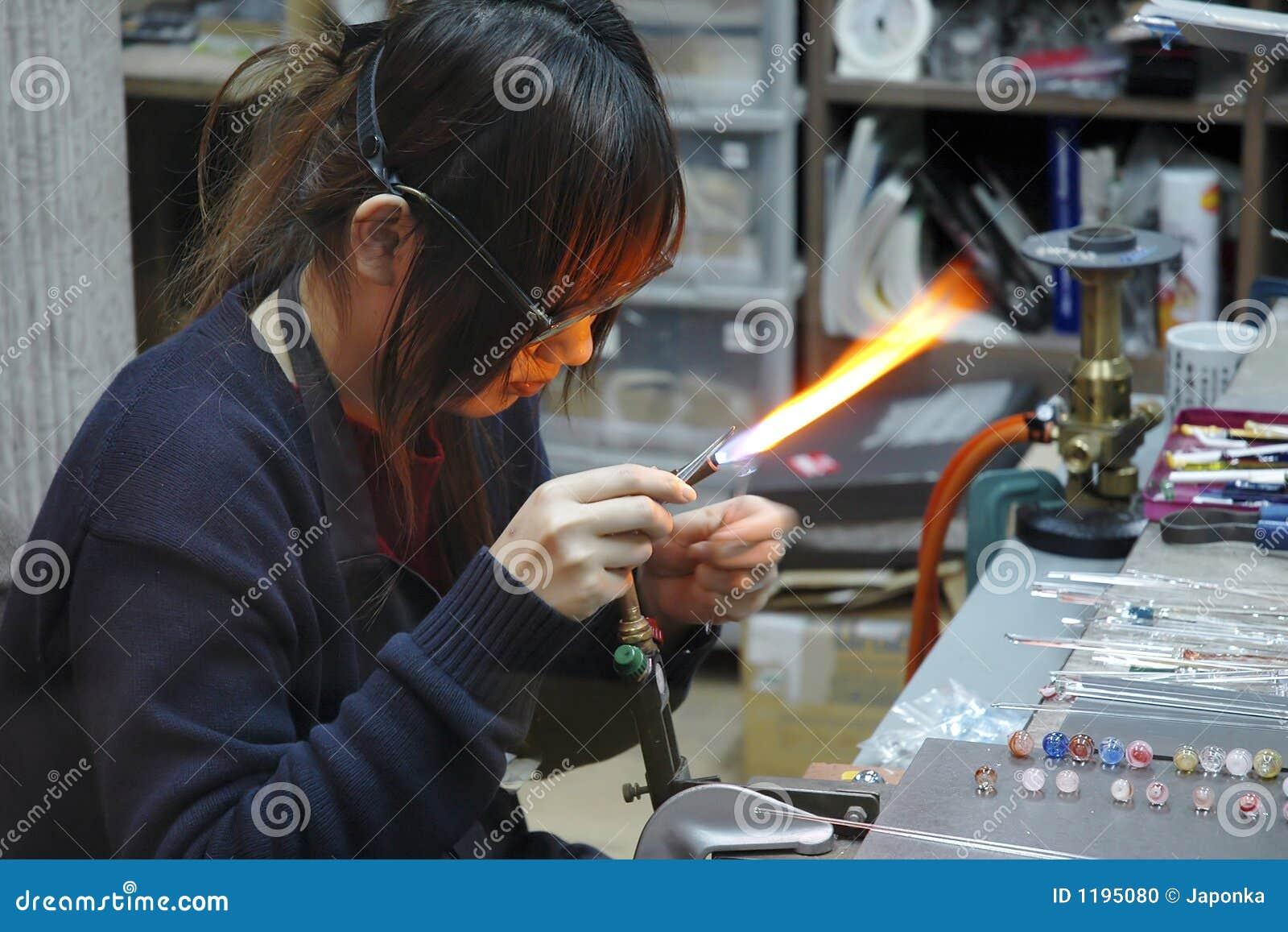 стеклянный работник