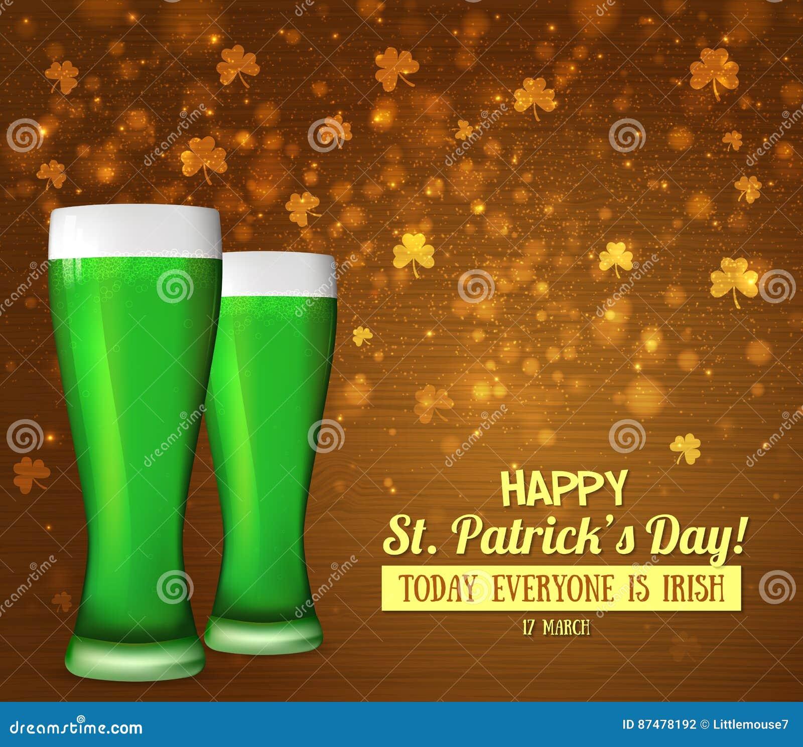 Стекла зеленое пиво, клевер Ирландский день ` s St. Patrick праздника