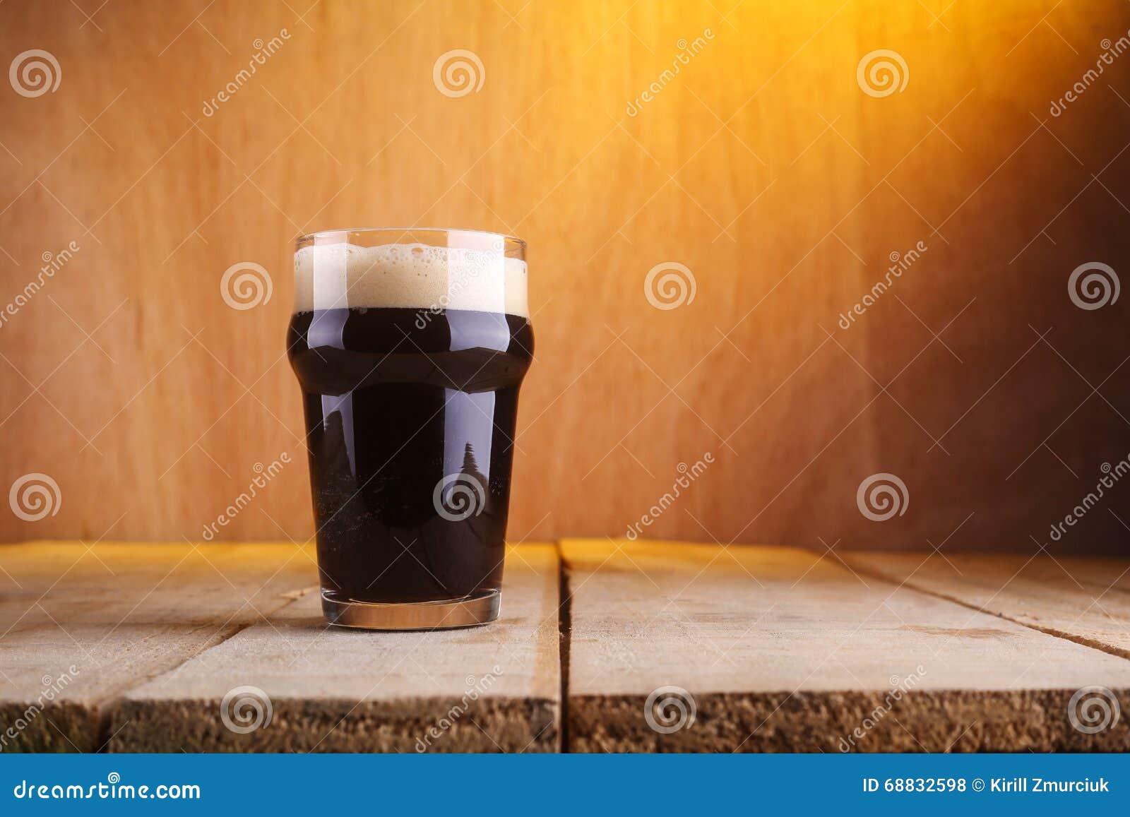Стекло пива пинты