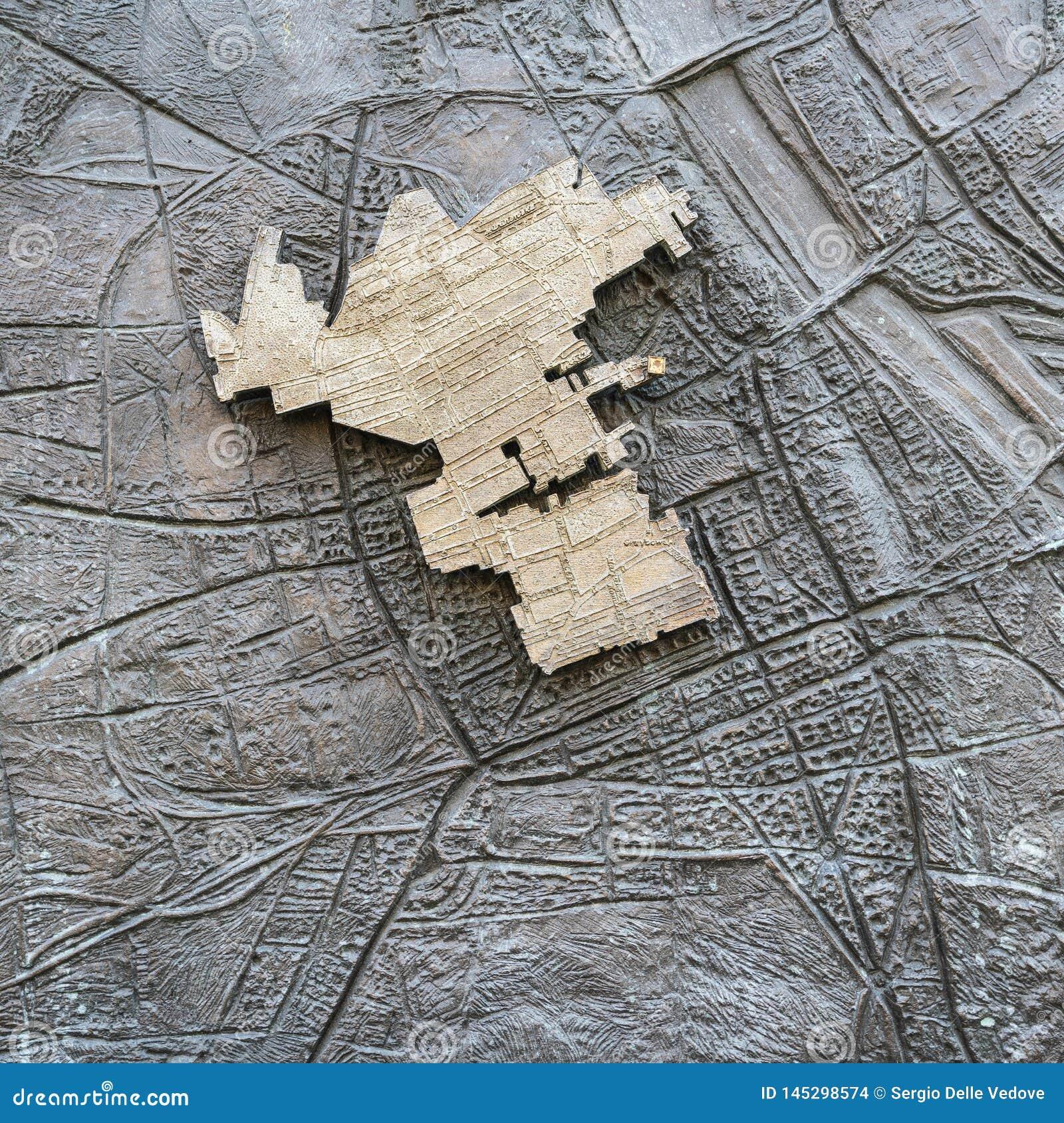 Стена гетто в Варшаве