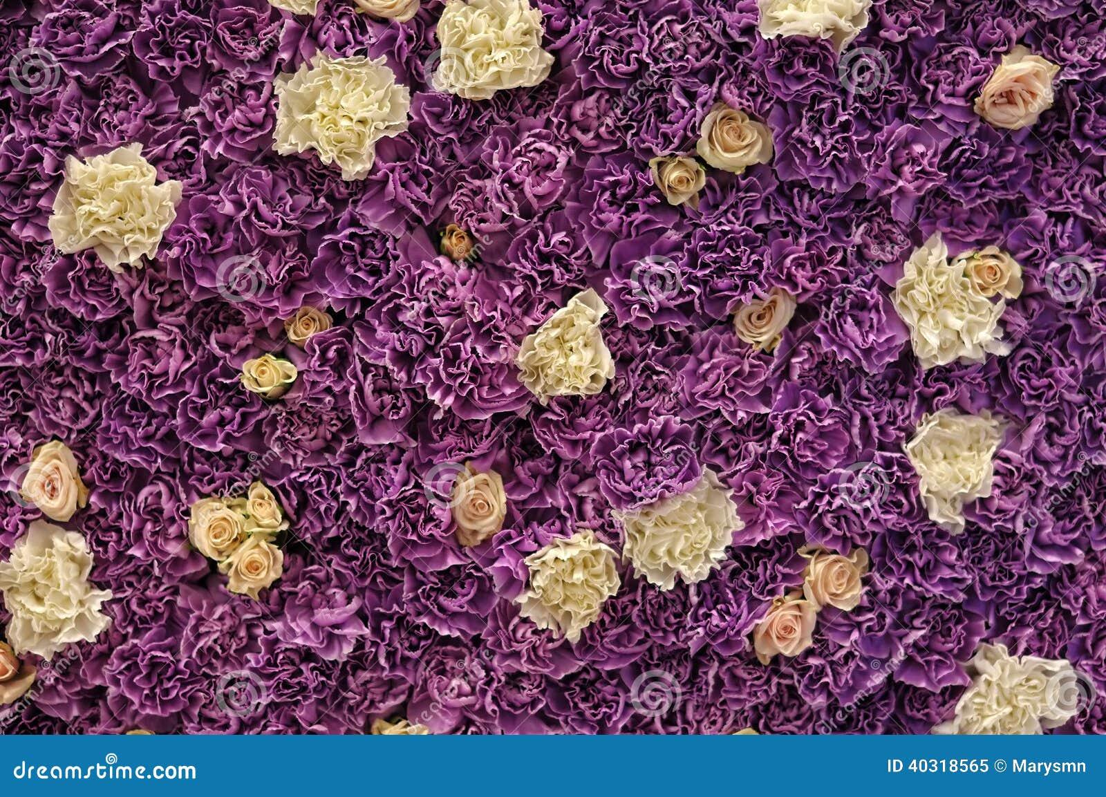 Стена свежих цветков