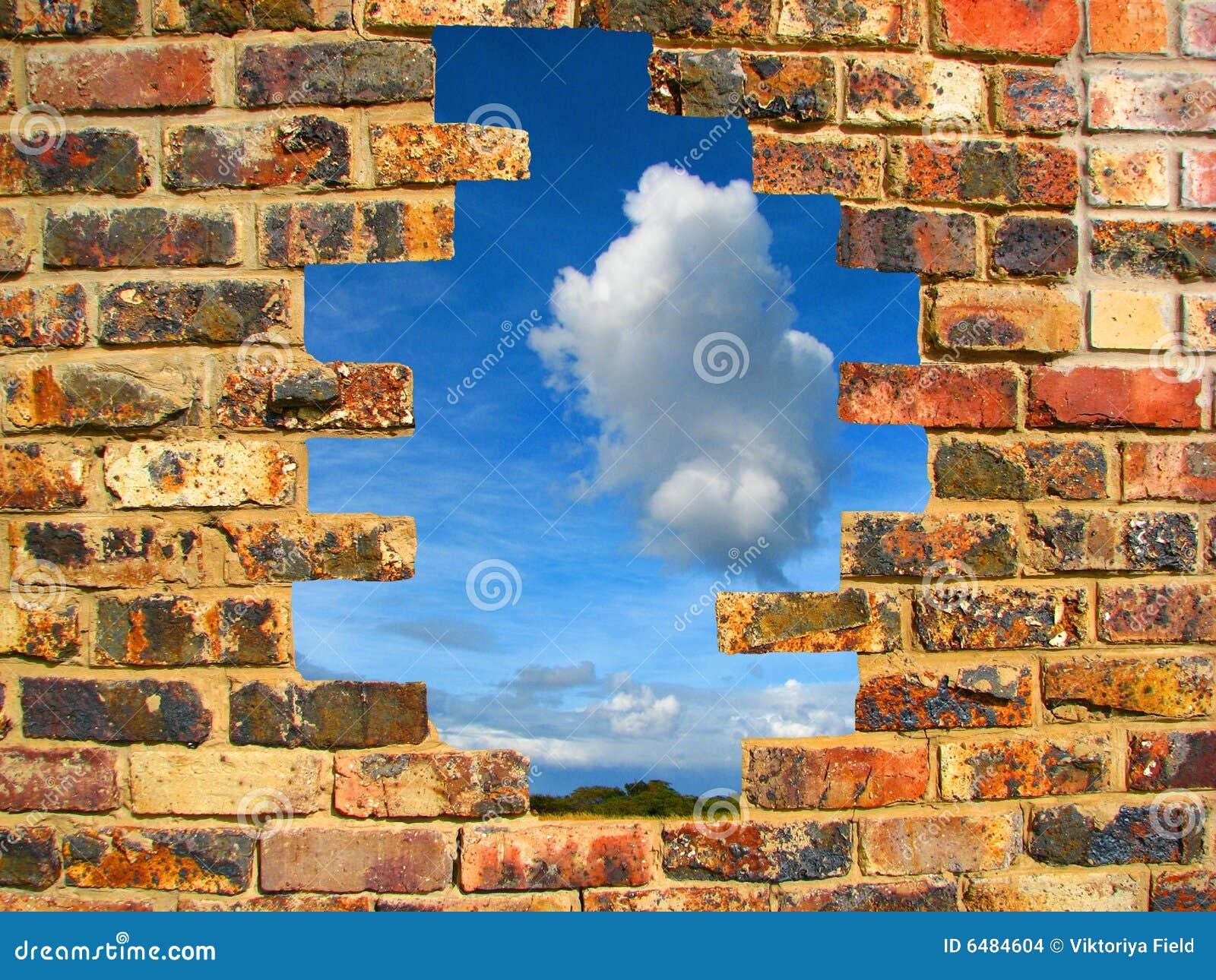 стена сломанная кирпичом