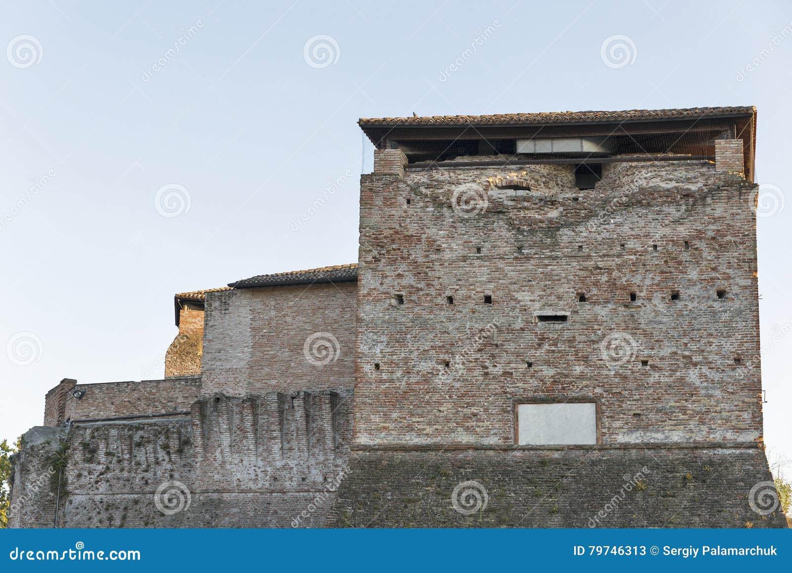 Стены средневекового Sigismondo рокируют в Римини, Италии