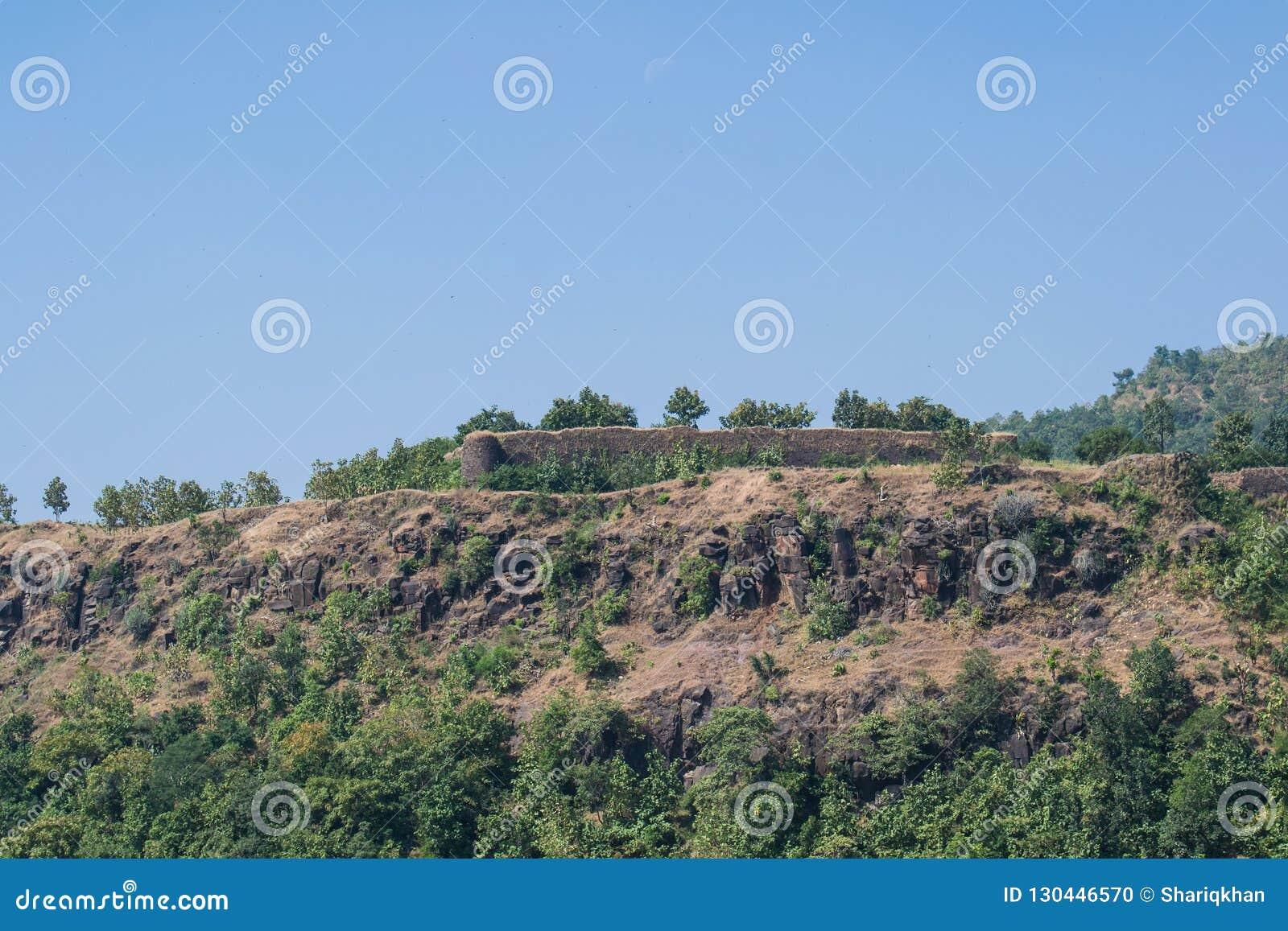 Стены Mandu Mandav форта Songarh