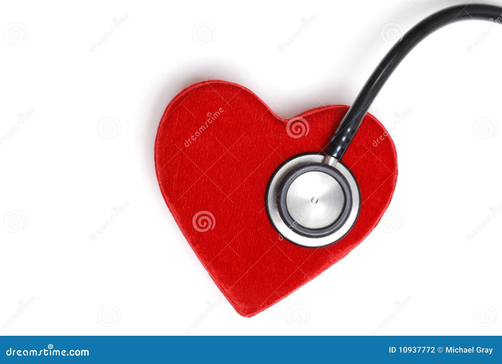 стетоскоп красного цвета сердца