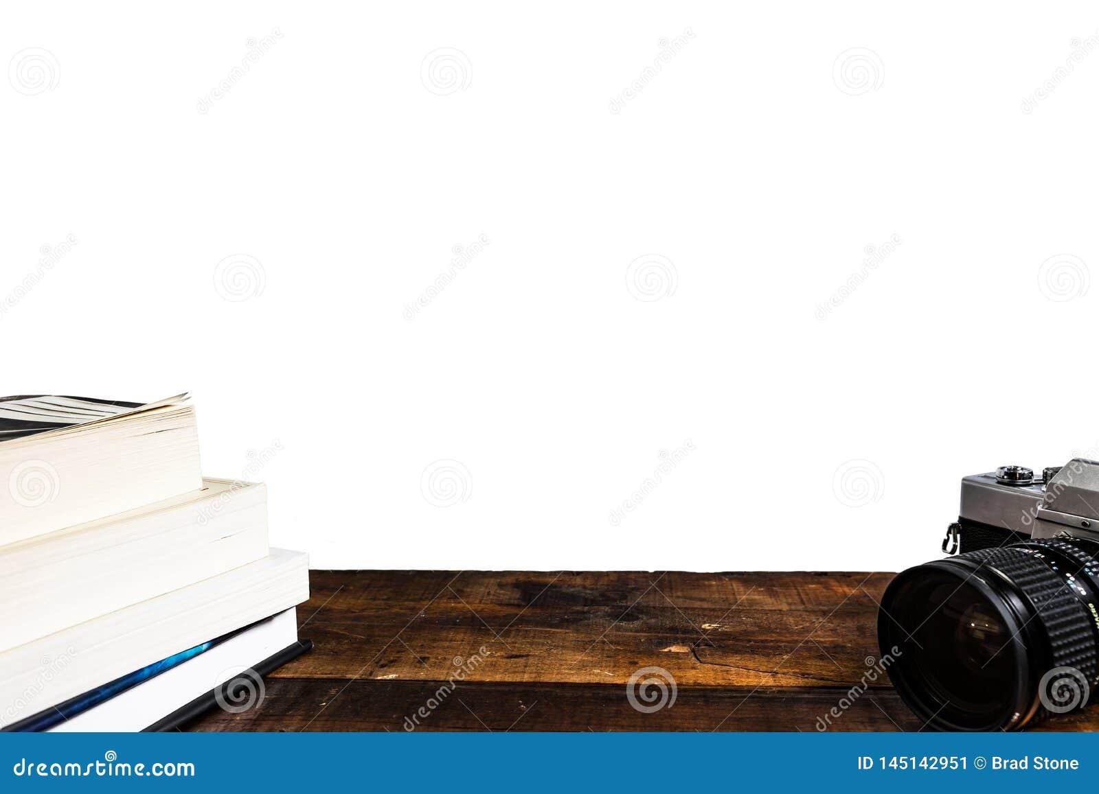 Стог книги камеры на белой предпосылке
