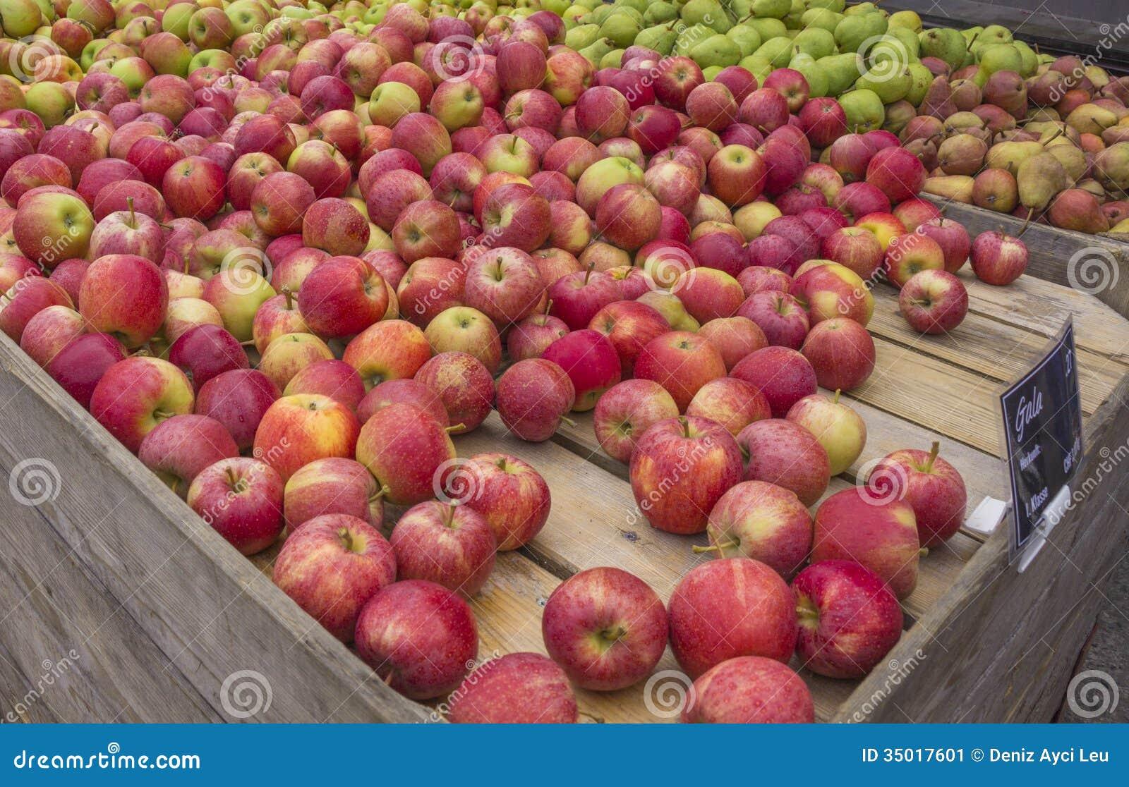 Стойка Яблока и груши на местном рынке
