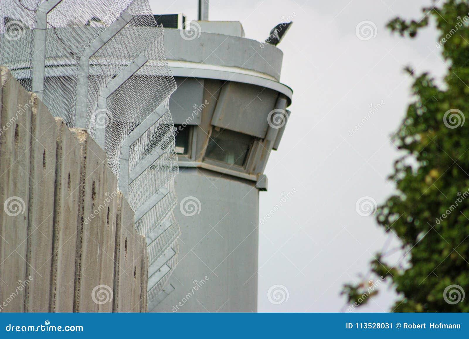 Сторожевая башня на разделительной стене между занятыми палестинскими territory's в западном береге или Газа и Израилем